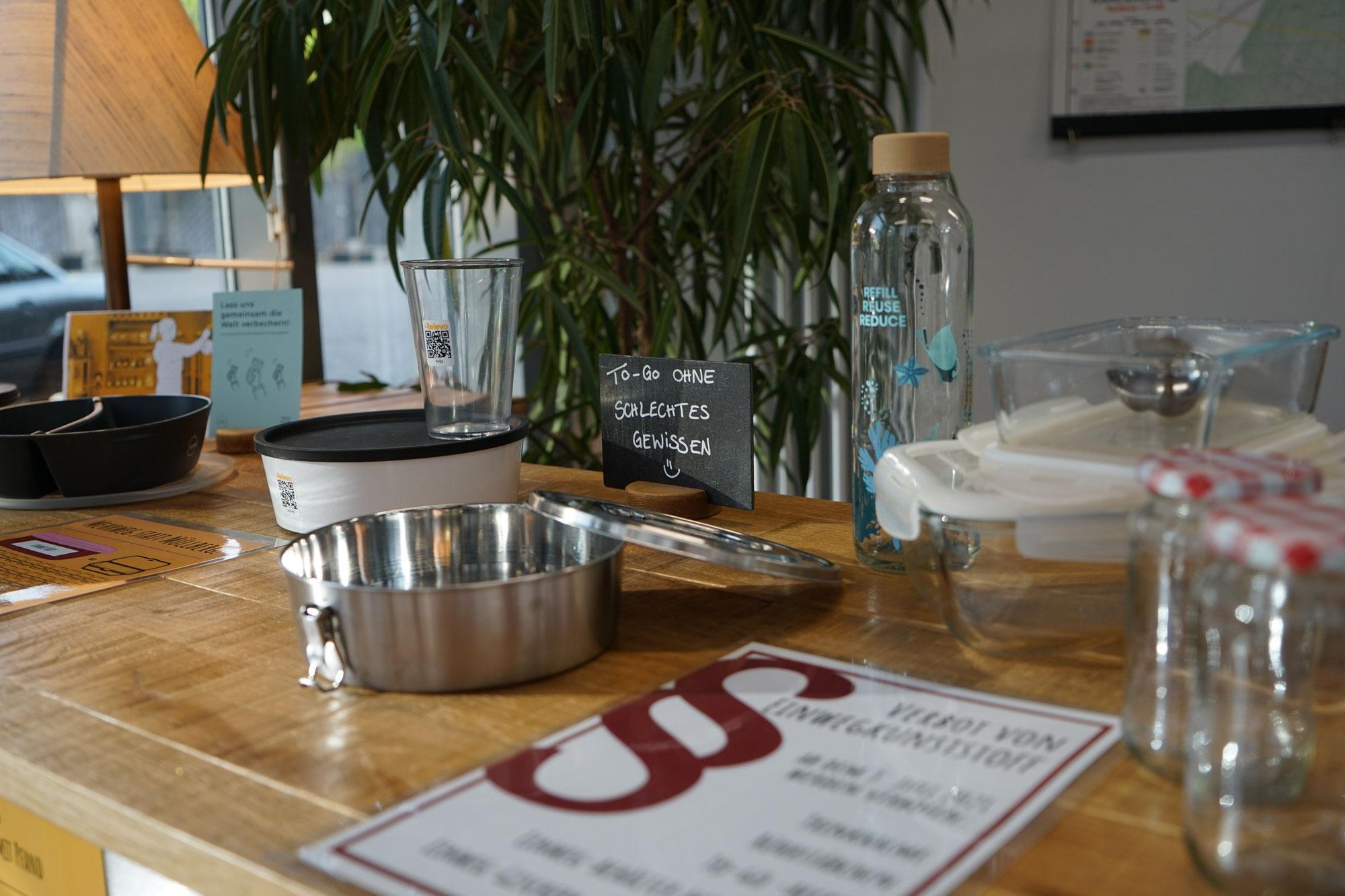 """Ausstellung """"Takeaway ohne Verpackungsmüll"""" im Café Intro"""