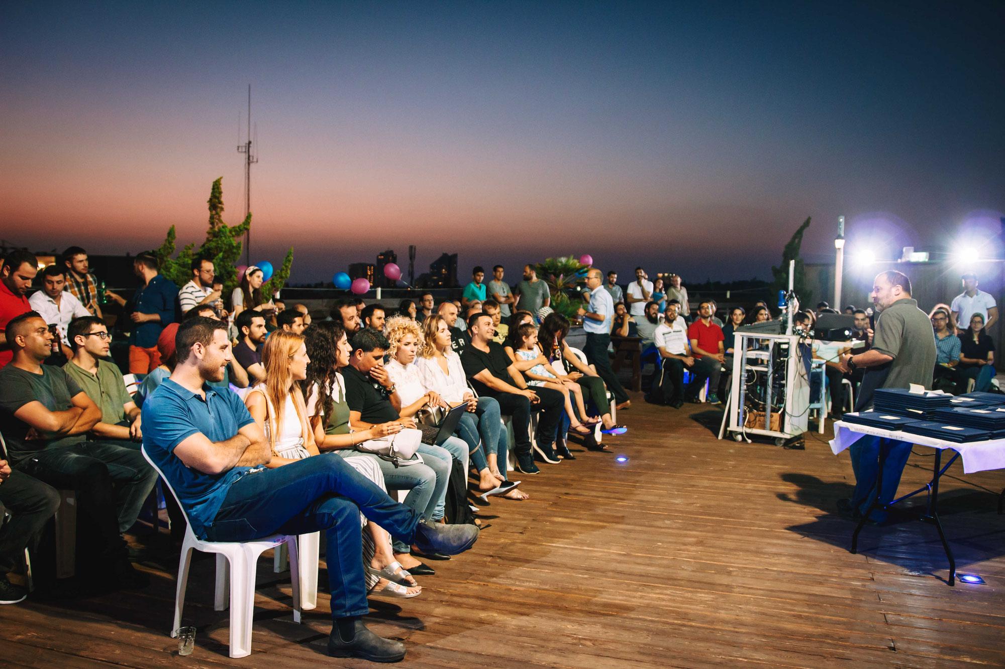 צילום אירוע חברת מטריקס - הענקת תעודות על גג הבניין בהרצליה