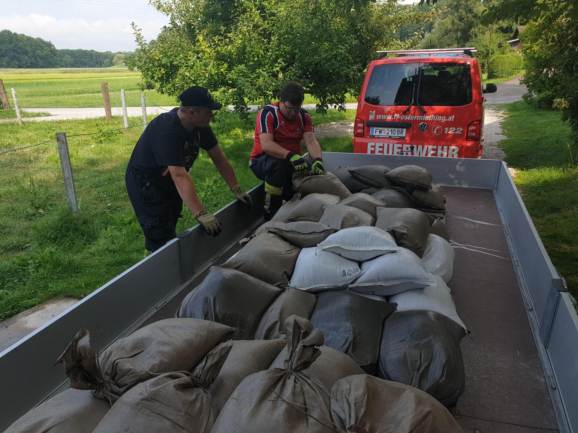 Aufräumarbeiten nach Hochwasser