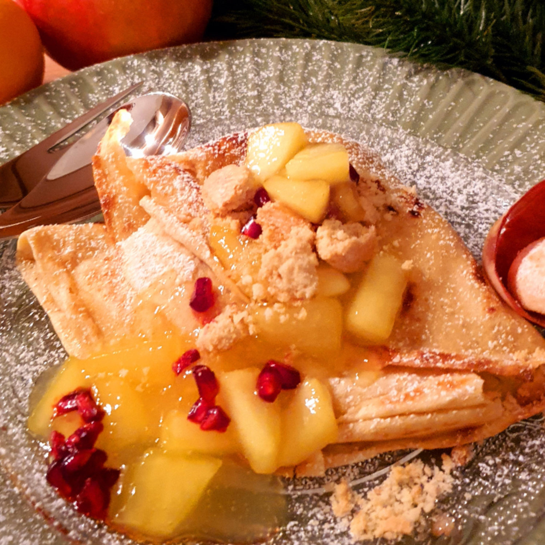 Vanillekipferl Palatschinken mit Apfelragout