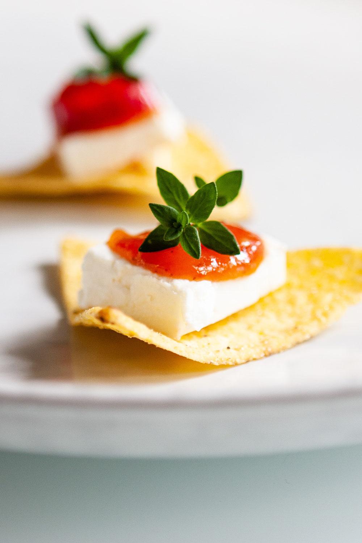 Tortillachips met tomatenchutney