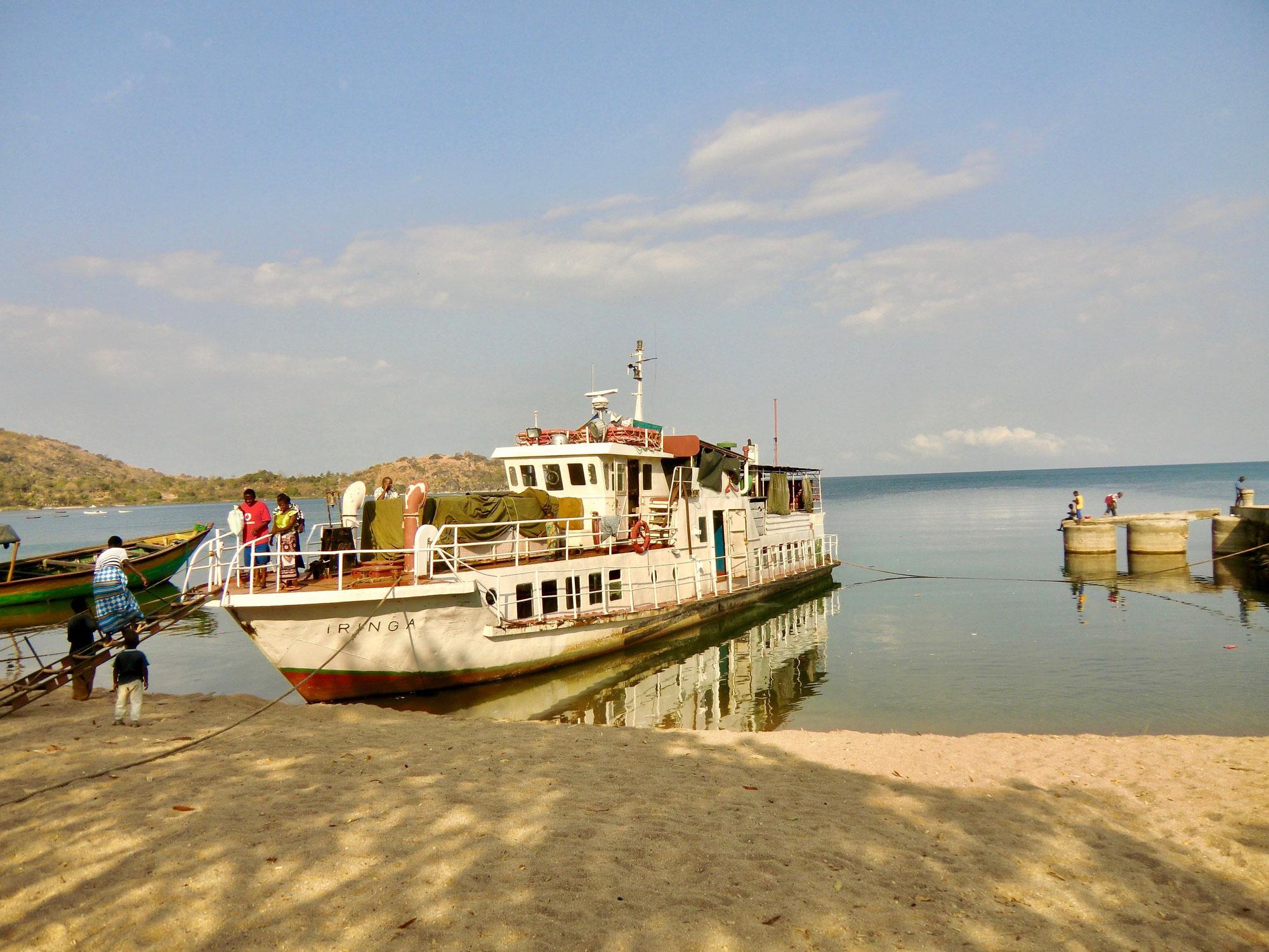 Mit dem Schiff über den Malawisee