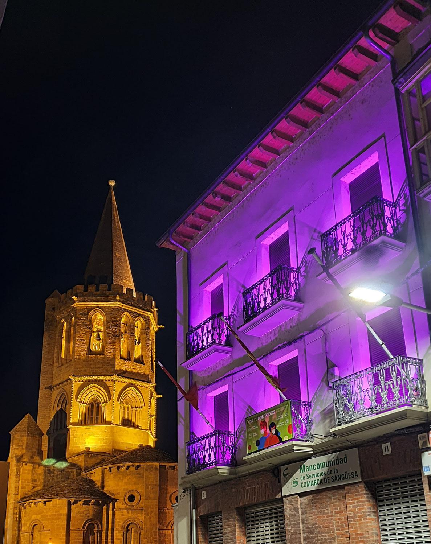 Iluminamos nuestra sede durante el fin de semana por el Día de la Mujer, 8 de marzo