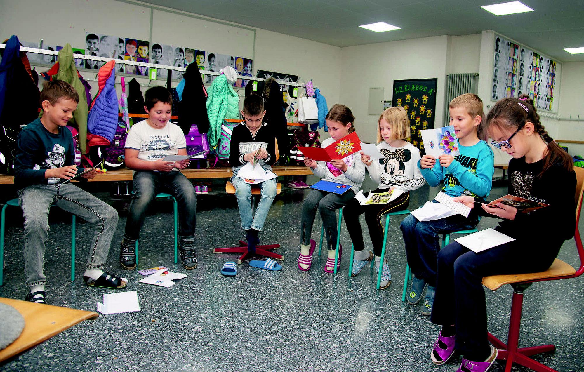 Kinder schrieben Menschen mit Hörbeeinträchtigungen