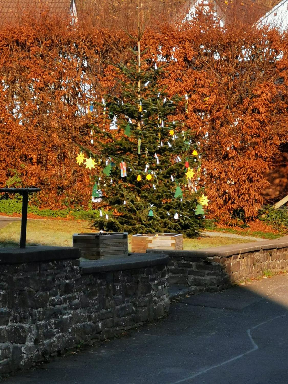 Schmücken des Weihnachtsbaumes in Wilberhofen