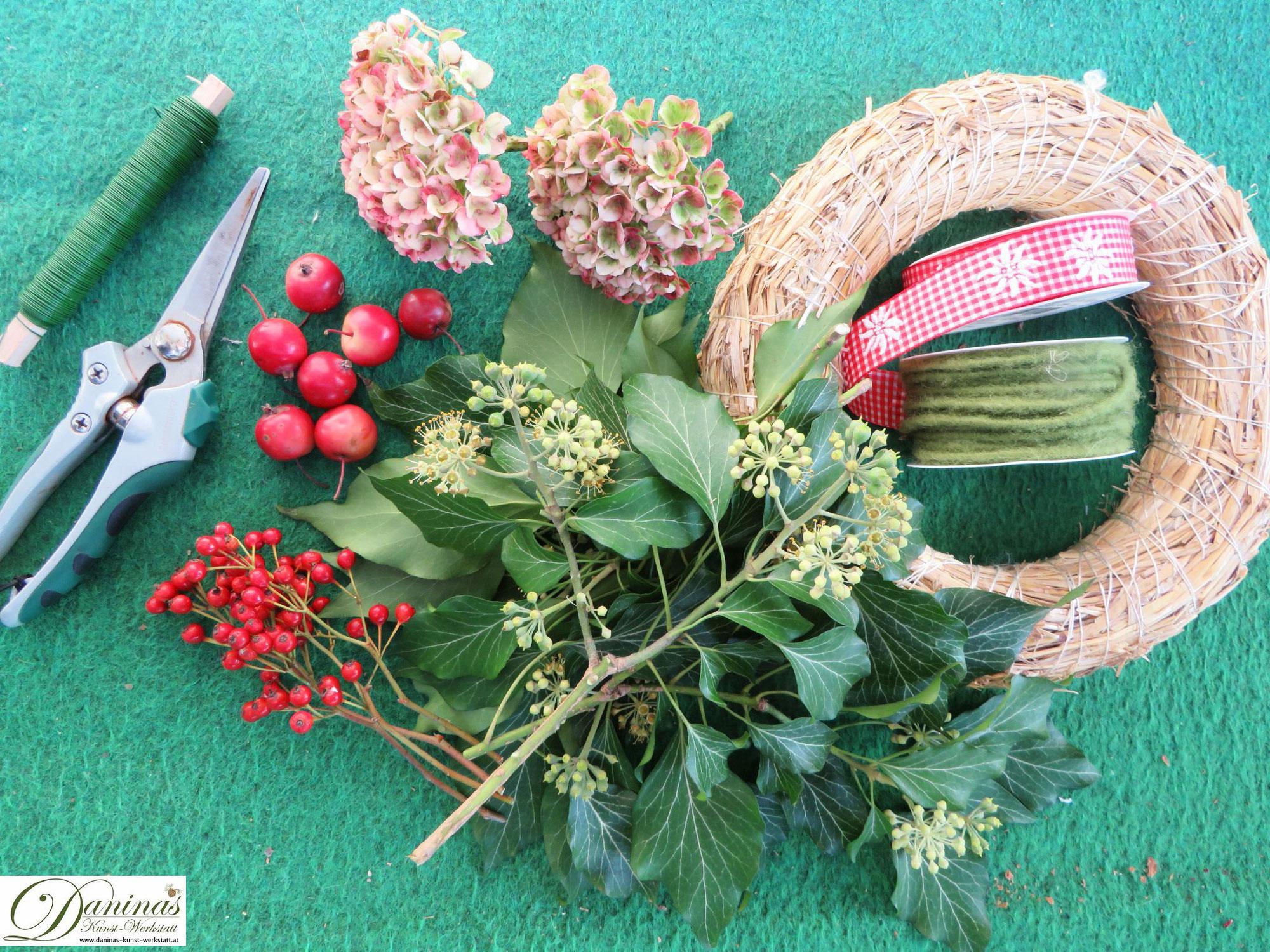Herbstkranz basteln mit Hortensien