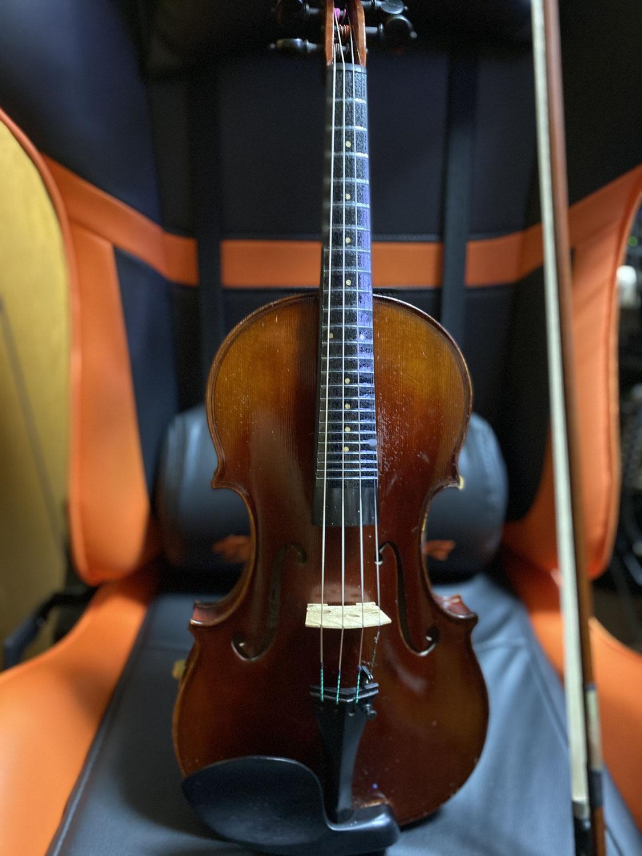 バイオリンにフレットシール貼ってみました。