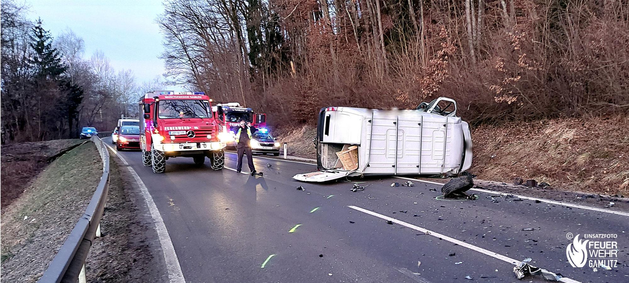 Verkehrsunfall mit eingeklemmter Person auf der B69 Richtung Ehrenhausen
