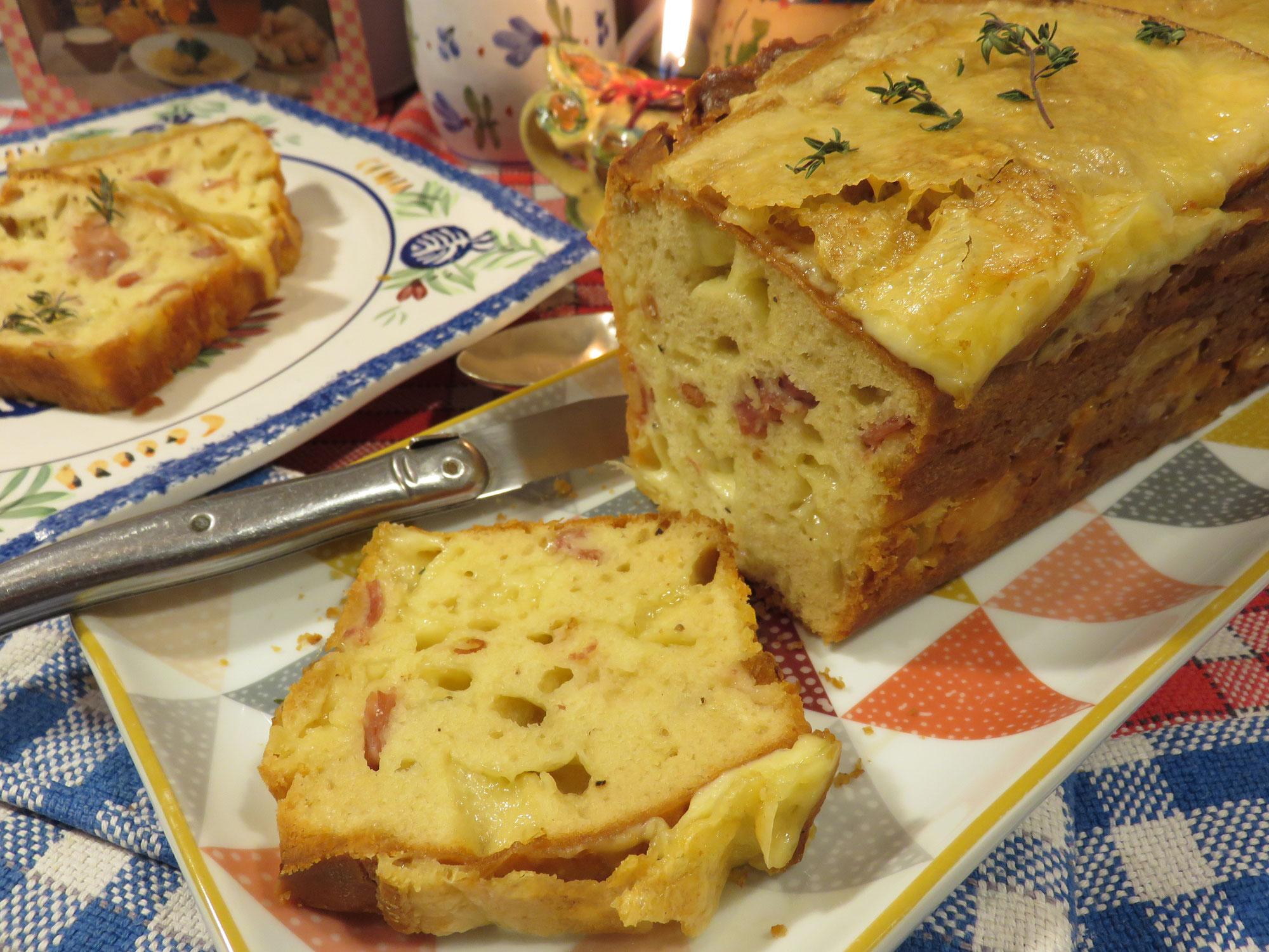 RECETTE Vidéo :  Cake Raclette à la Savoyarde de la Mère Mitraille, avec une salade verte, c'est extra !