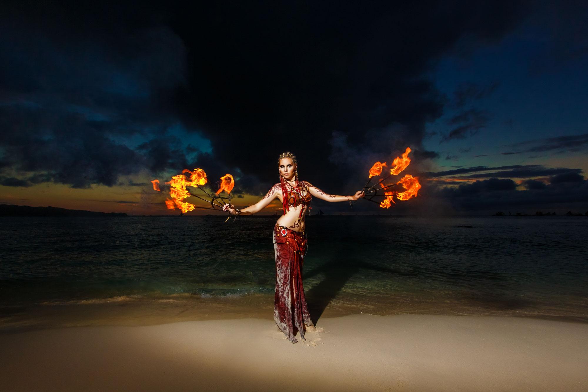 De verkettering van het vrouwelijk vuur ♥ Eveline van Dongen ♥ Lichtwerkers Nederland