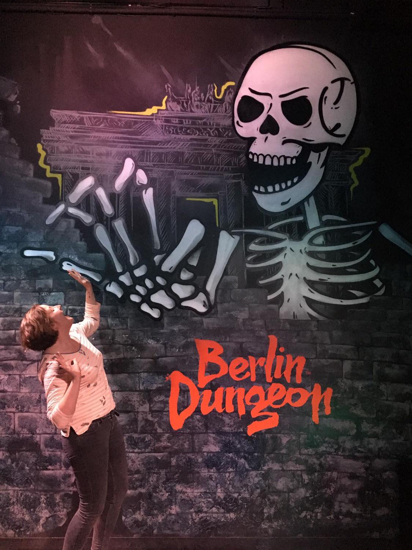 Innenraumgestaltung im Dungeon Berlin Wandbild