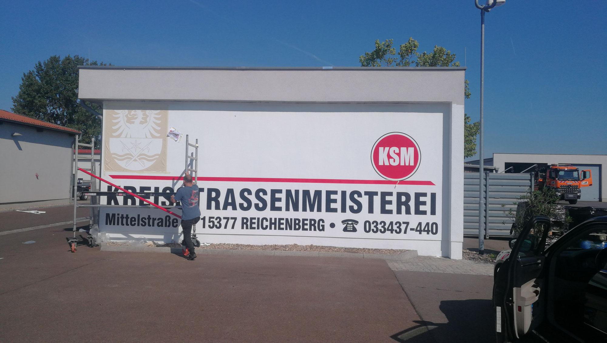 Werbung an der Fassade gemalt mit von Graffiti Künstlern