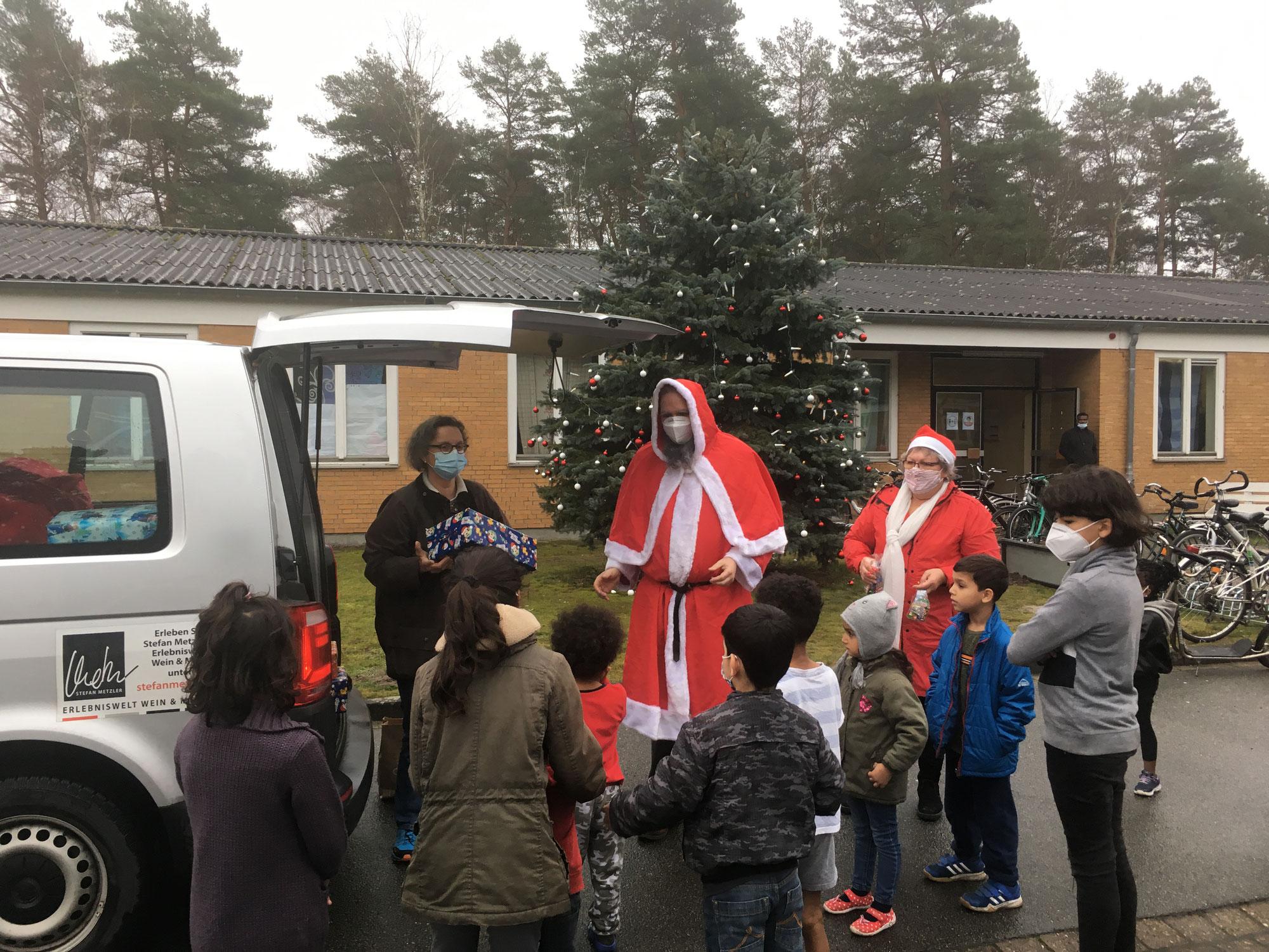 89  Weihnachtspäckchen für Flüchtlingskinder