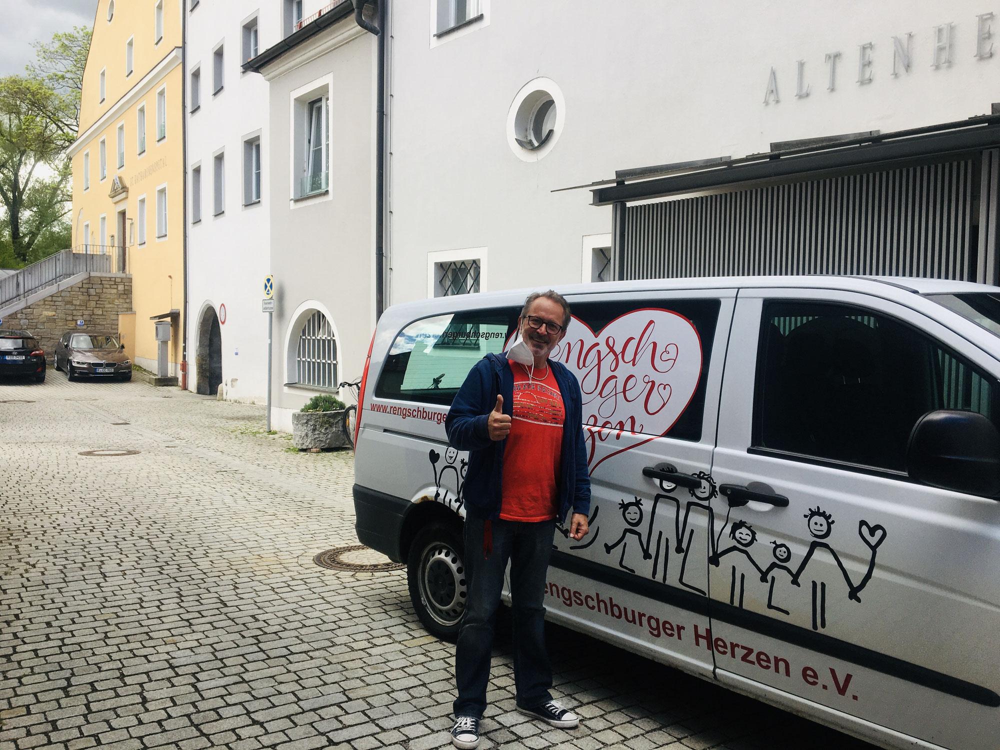 Rengschburger Herzen e. V.  überraschen Spitalbewohner
