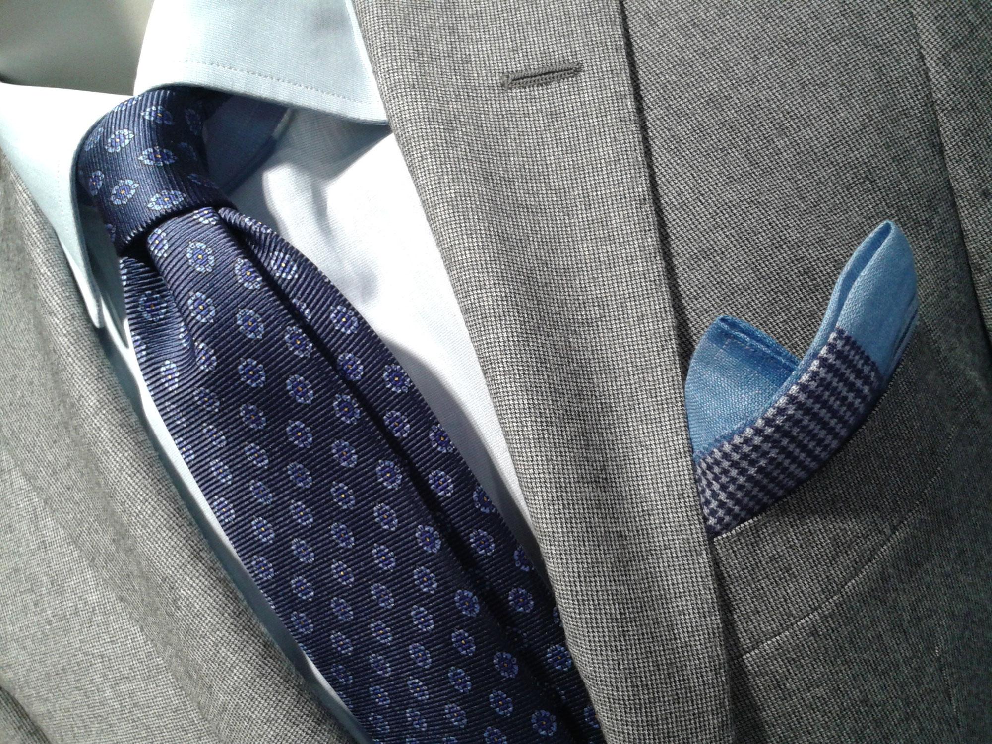 ネクタイとチーフ