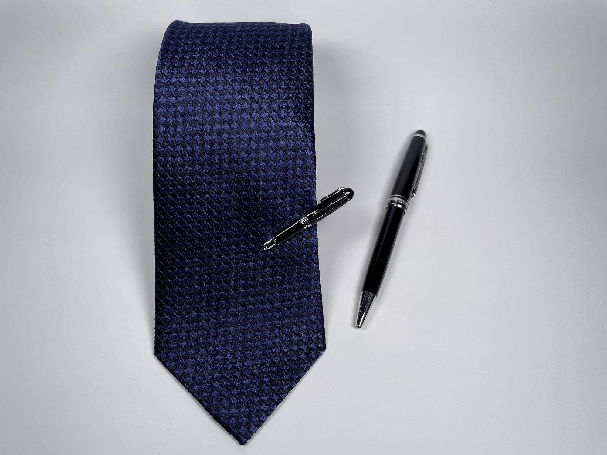 ネクタイとこだわりのボールペン