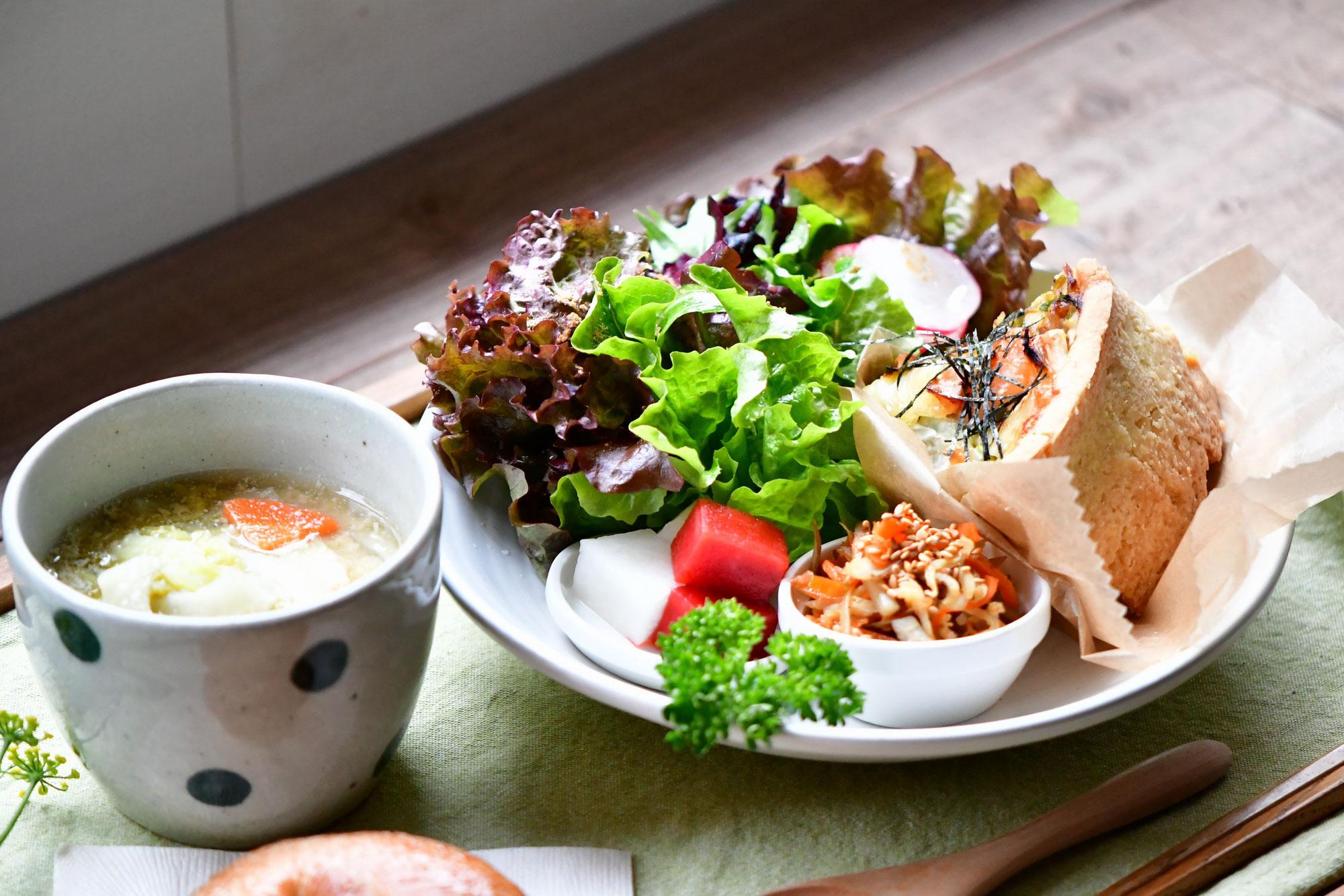 ハーブと夏野菜のキッシュプレート