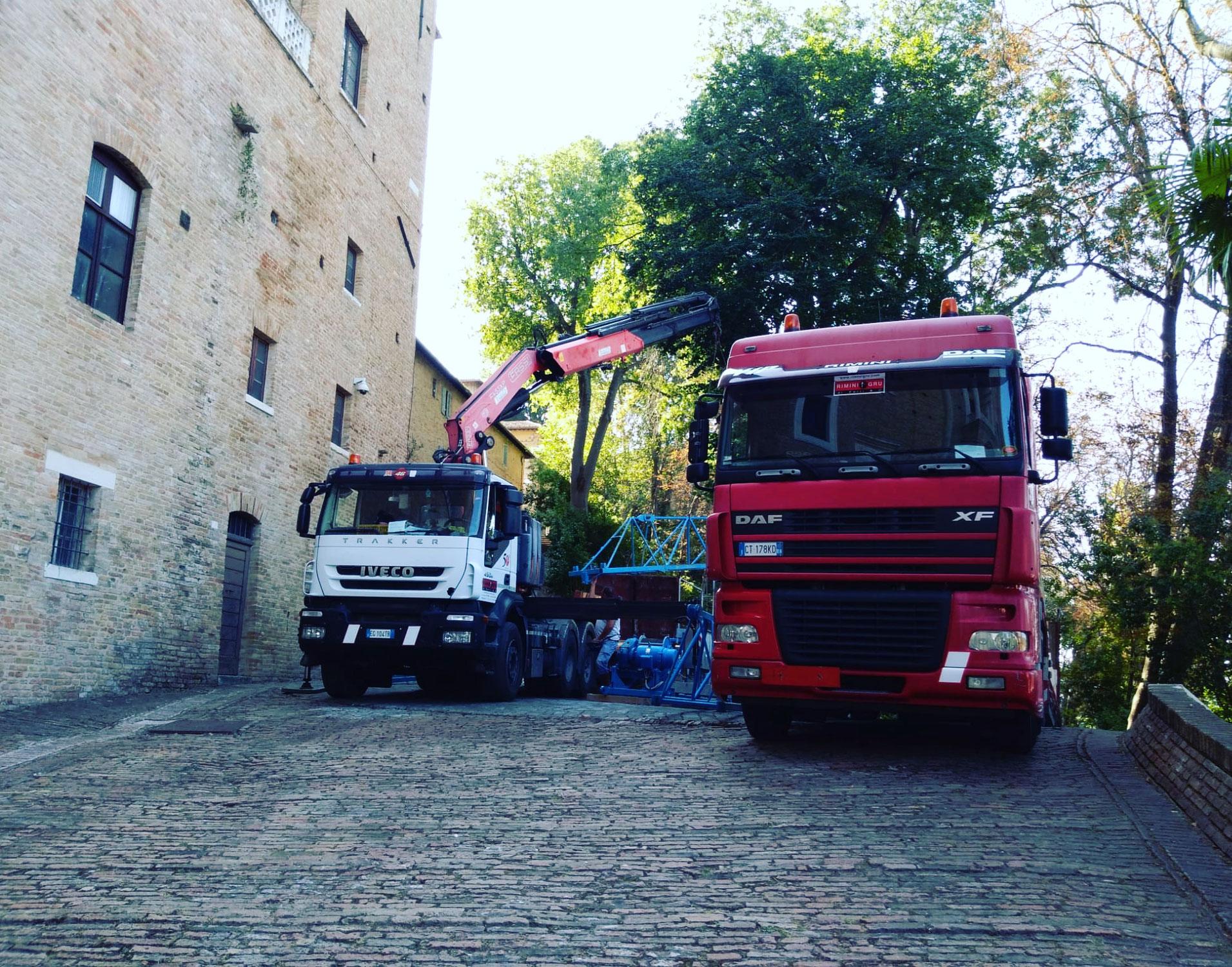 Rimini gru trasporto e montaggio gru edile a Urbino