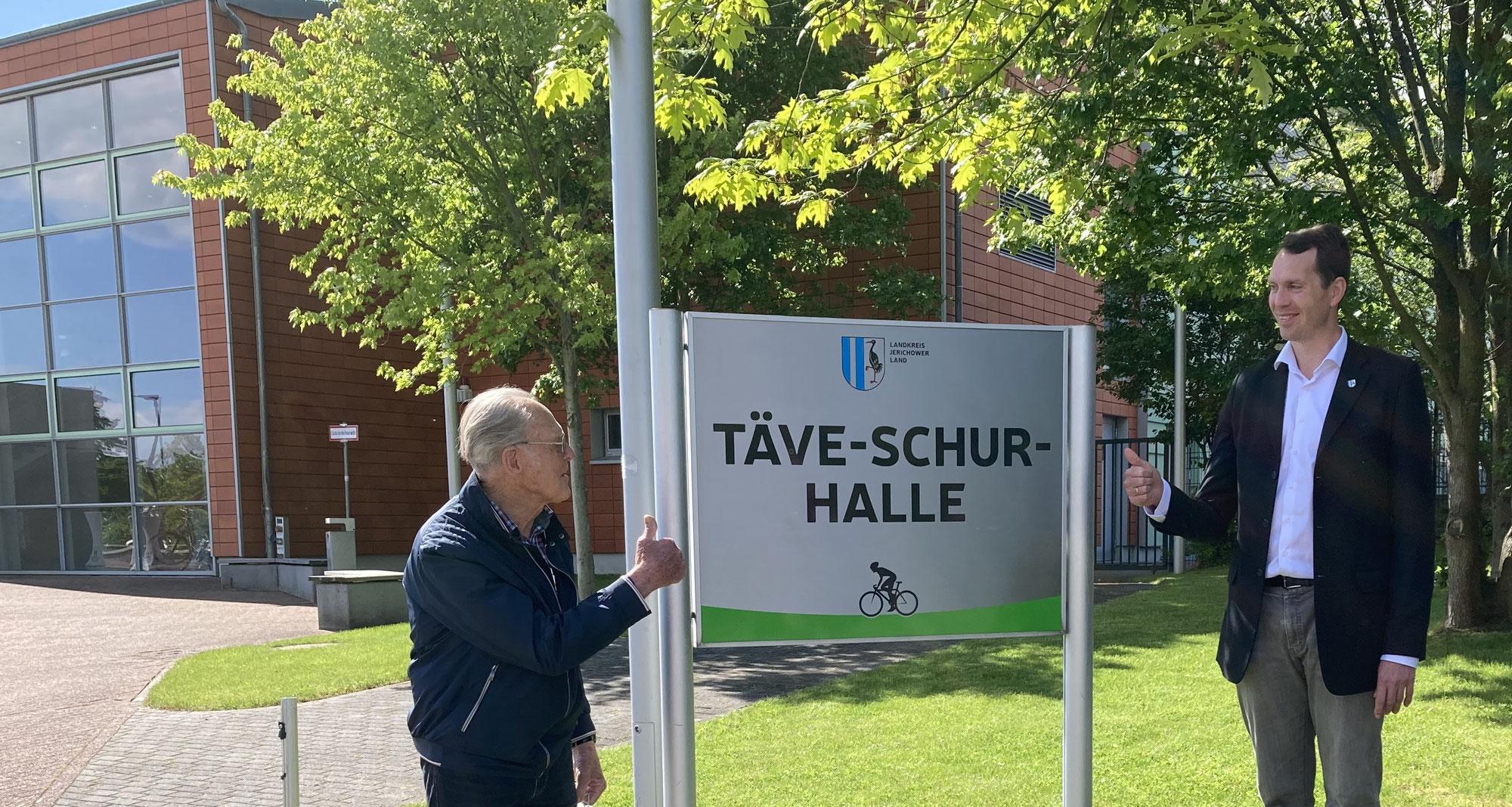 Radsport-Weltmeister hebt den Daumen für seine Halle