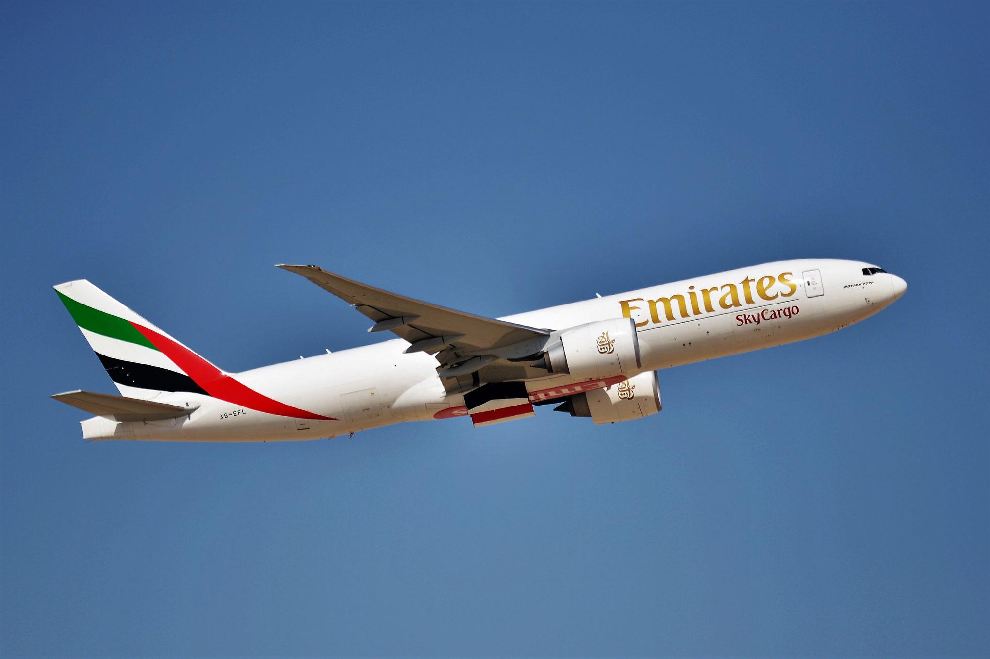1 vaccin contre la COVID-19 sur 20 administrés dans le monde a transité par Dubaï à bord d'un avion Emirates