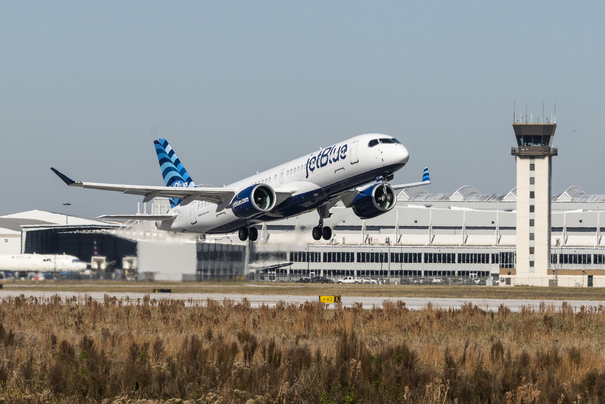 "JetBlue's first A220 ""Hops"" to the sky for the first time"