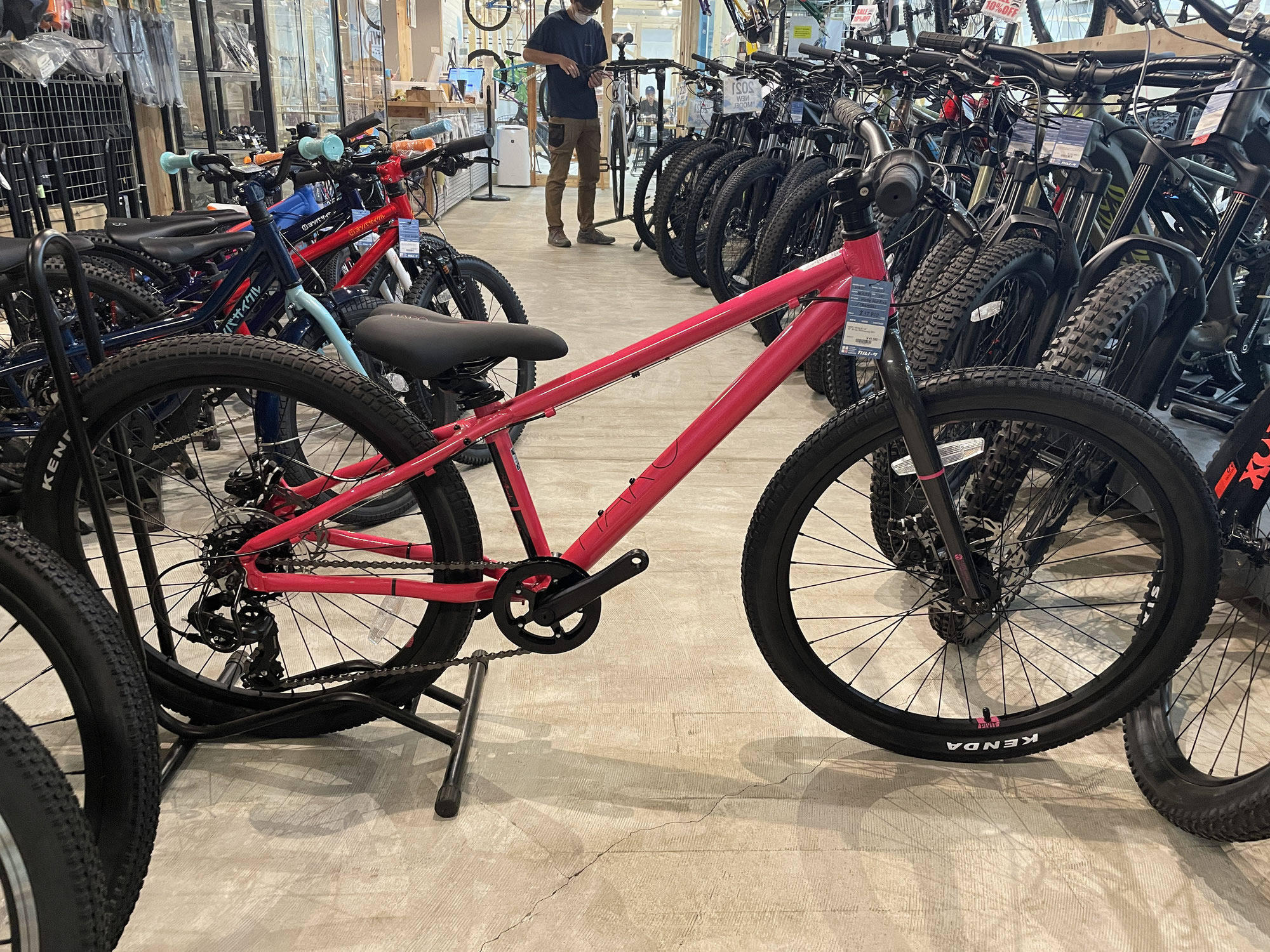 キッズMTBあります!-山梨のマウンテンバイク自転車ショップCARNOSA INDOOR BIKE PARK-
