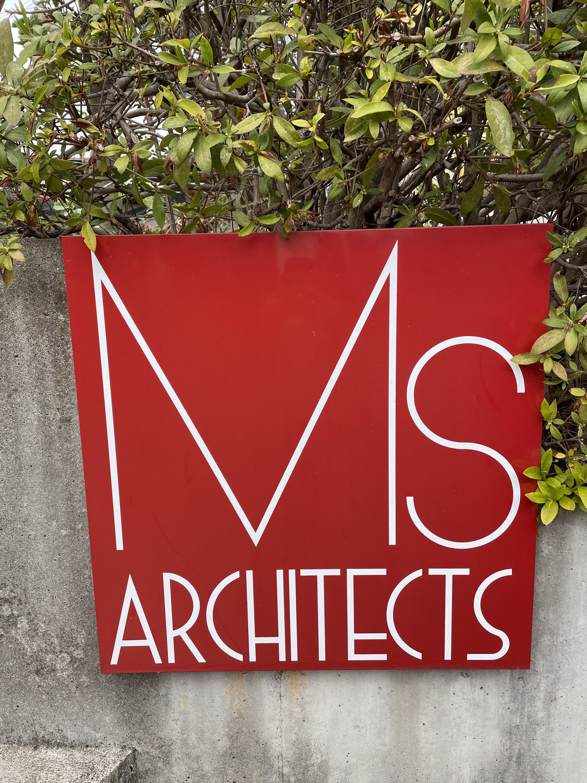 エムズ建築設計事務所にバールをお借りしに行きました