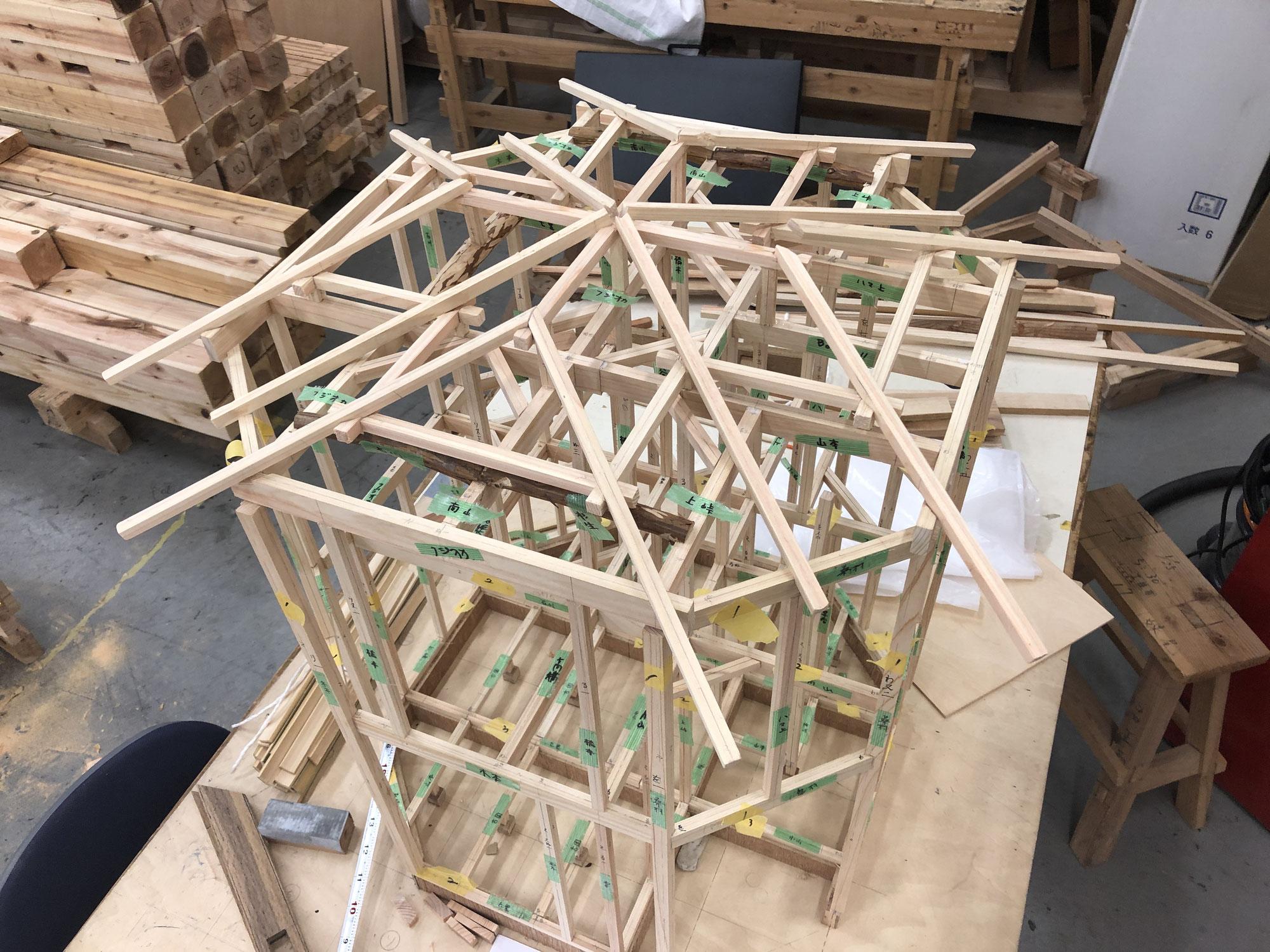 棟上げ実習が始まっています【大阪工業技術専門学校】
