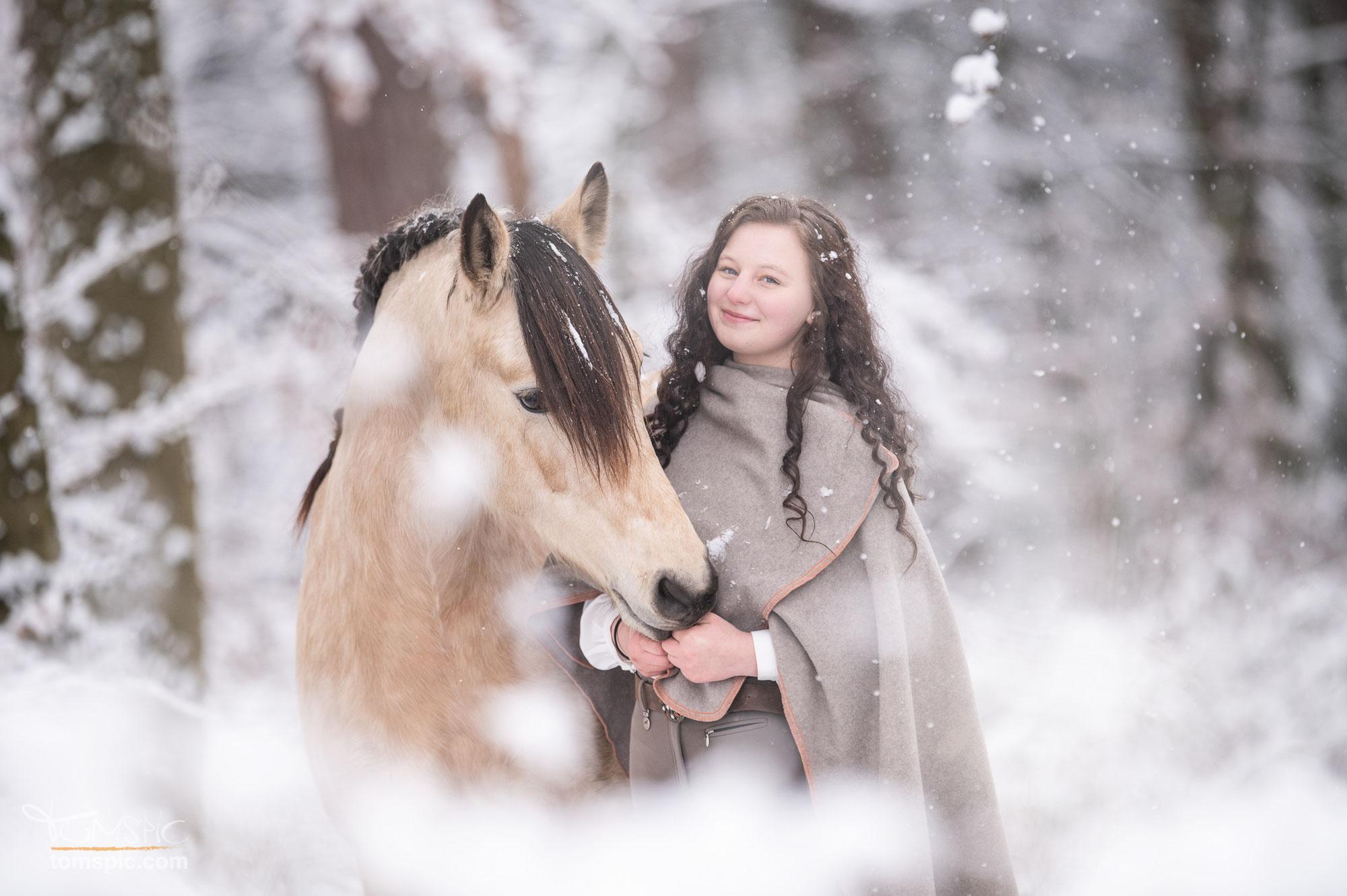 Wintershooting mit Fenja | Pferdefotografie Schönaich