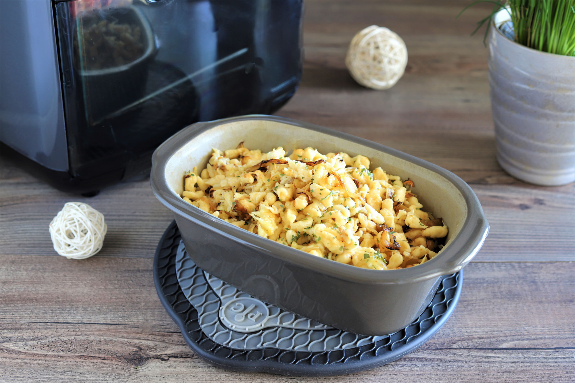 Käsespätzle aus dem kleinen Zaubermeister Lily  im Deluxe Air Fryer von Pampered Chef®