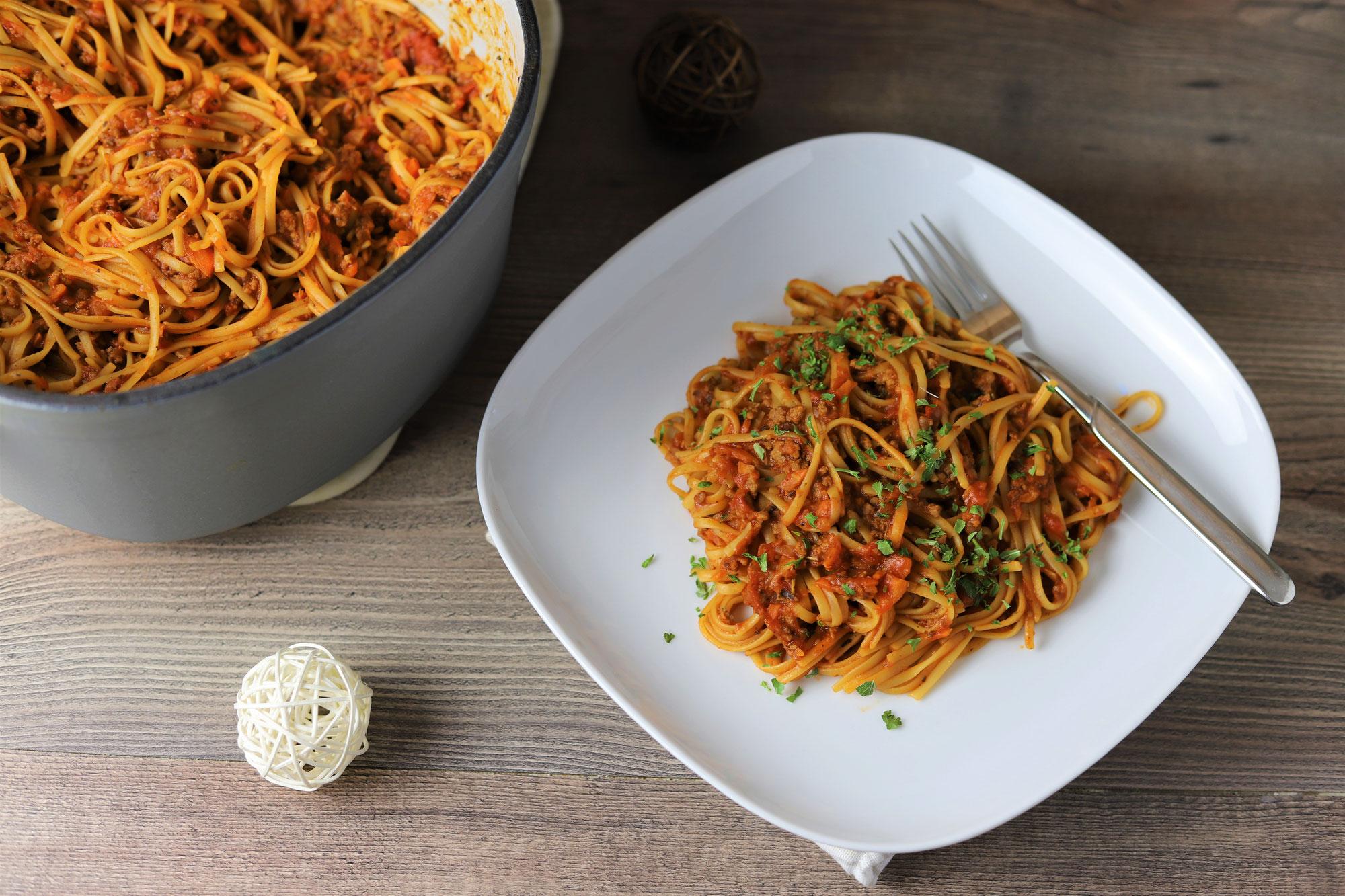 One Pot Spaghetti Bolognese im emaillierten gusseisernen Topf von Pampered Chef®
