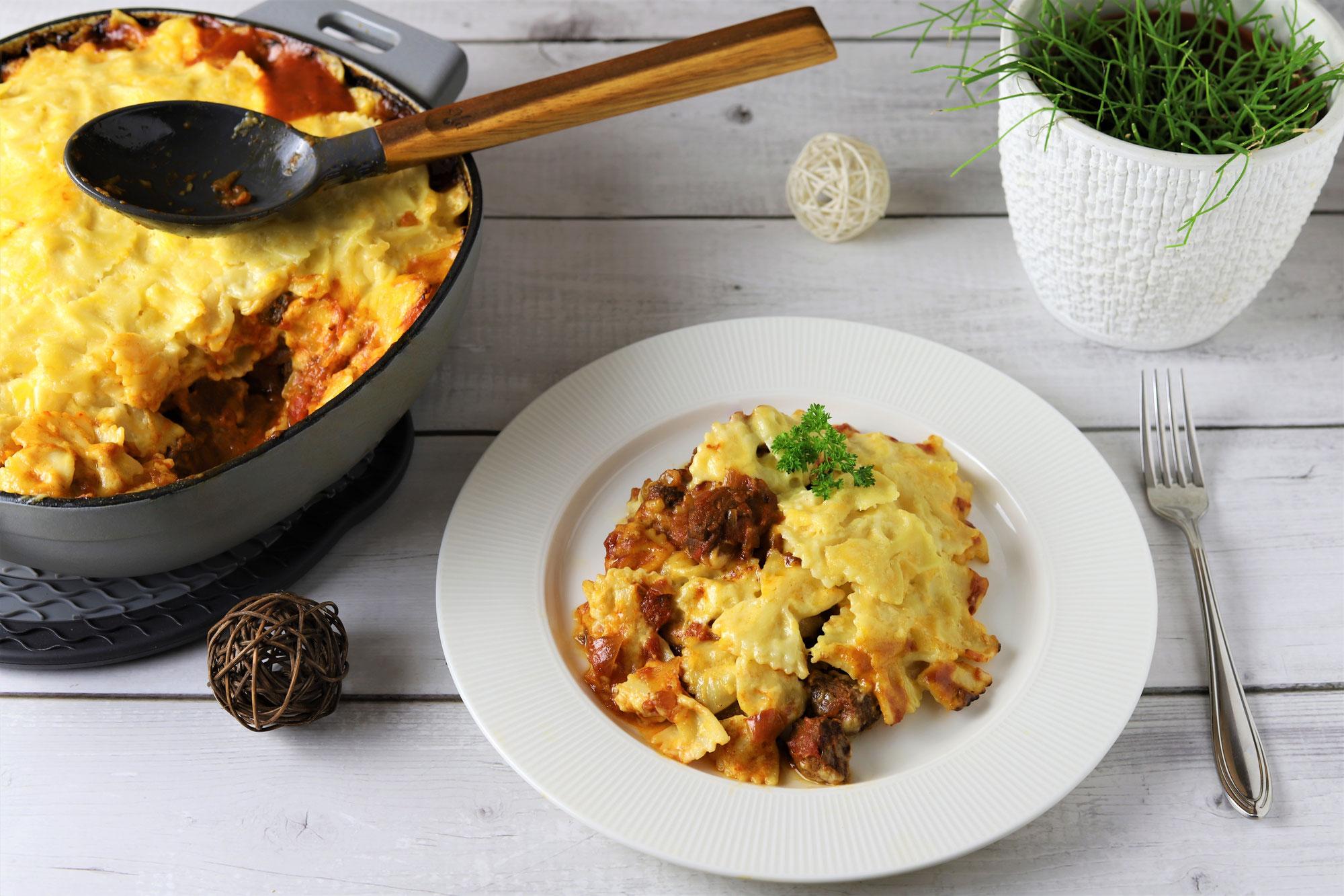 Gulasch-Nudel-Gratin in der emaillierten gusseisernen Pfanne von Pampered Chef®