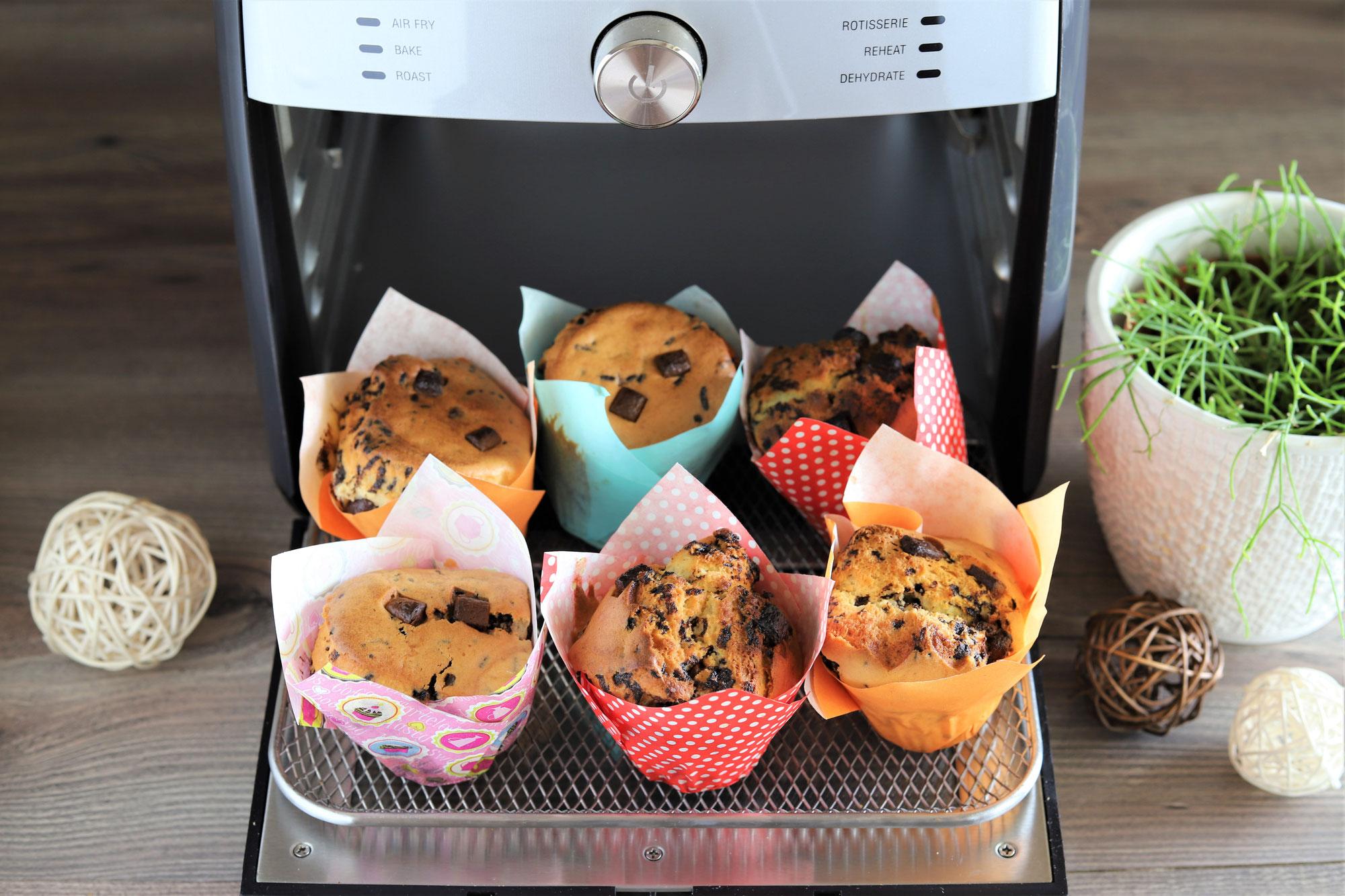 Muffins mit Schokostückchen im Deluxe Air Fryer von Pampered Chef®