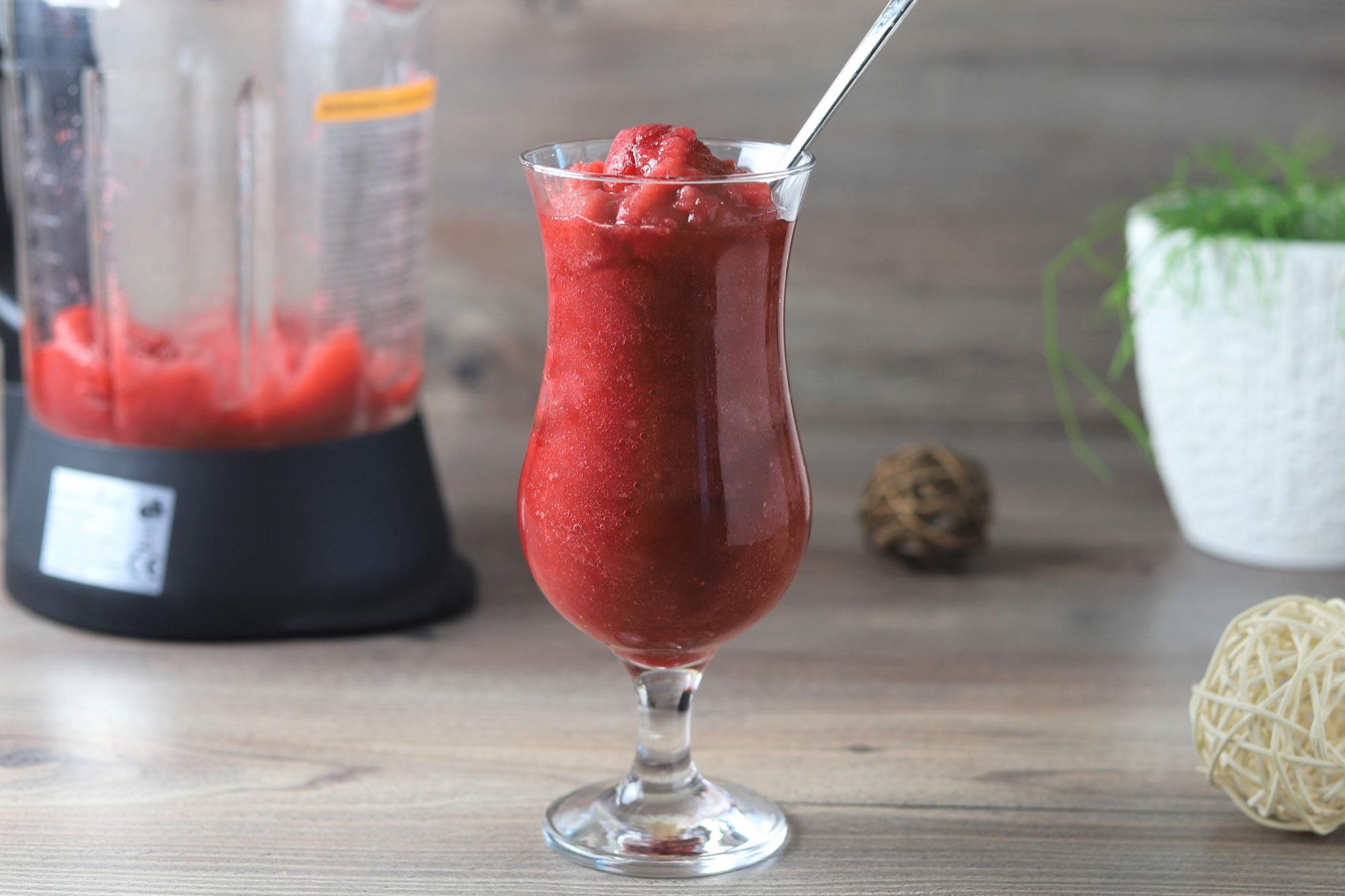 Erdbeerwein-Slushie im Deluxe Blender von Pampered Chef®