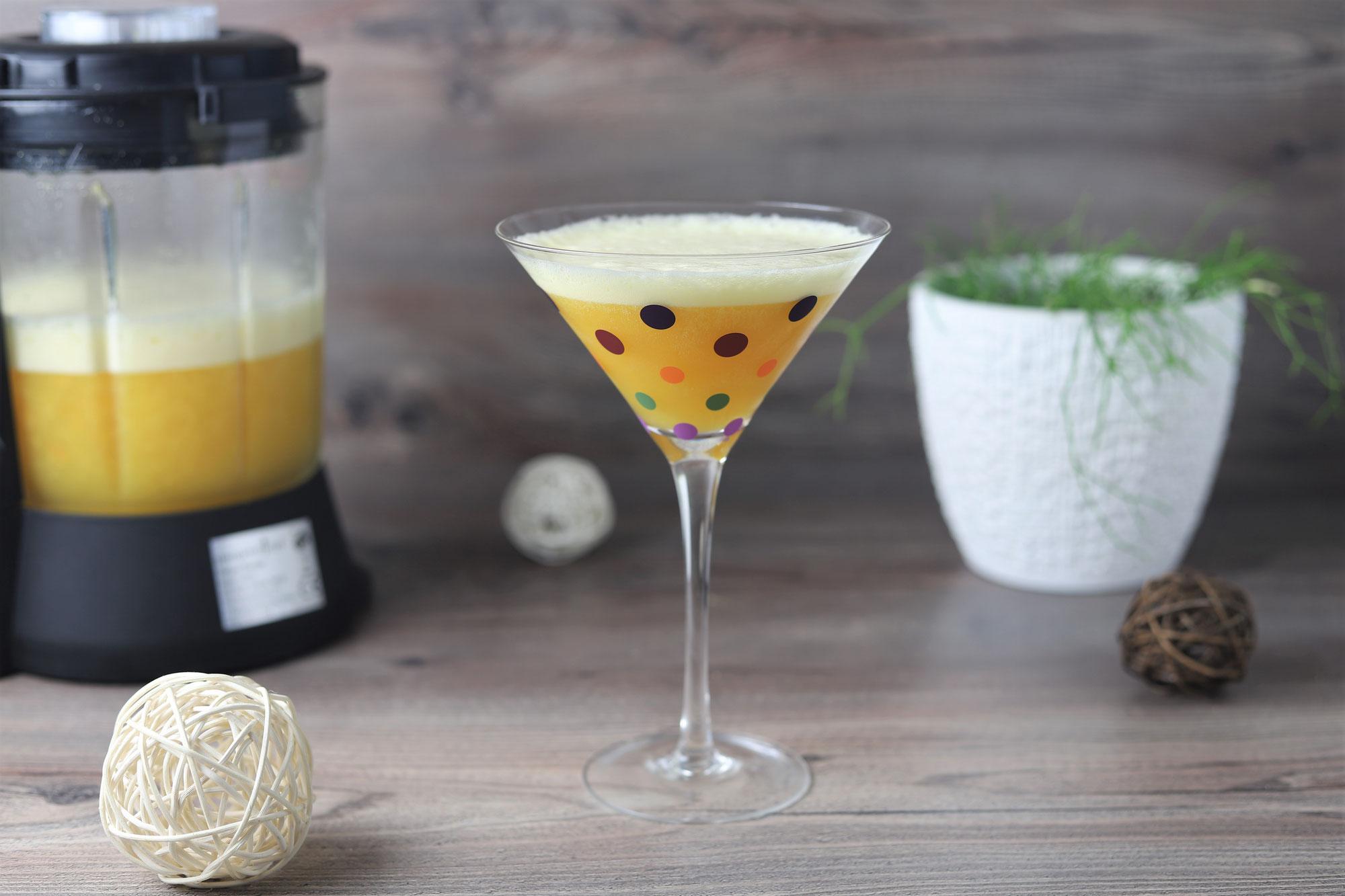 Sekt-Cocktail mit Pfirsich im Deluxe Blender von Pampered Chef®