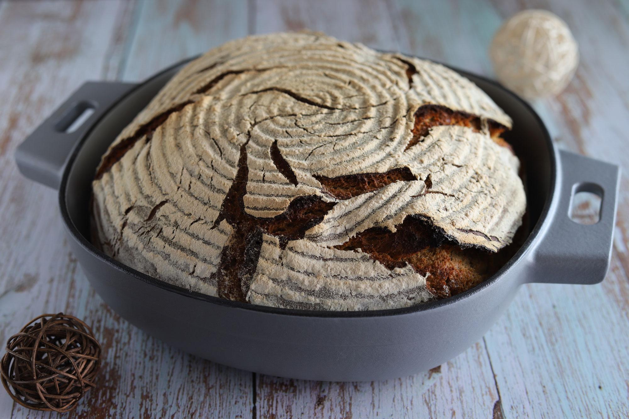 Sauerteig-Pfannenbrot in der emaillierten gusseisernen Pfanne von Pampered Chef®