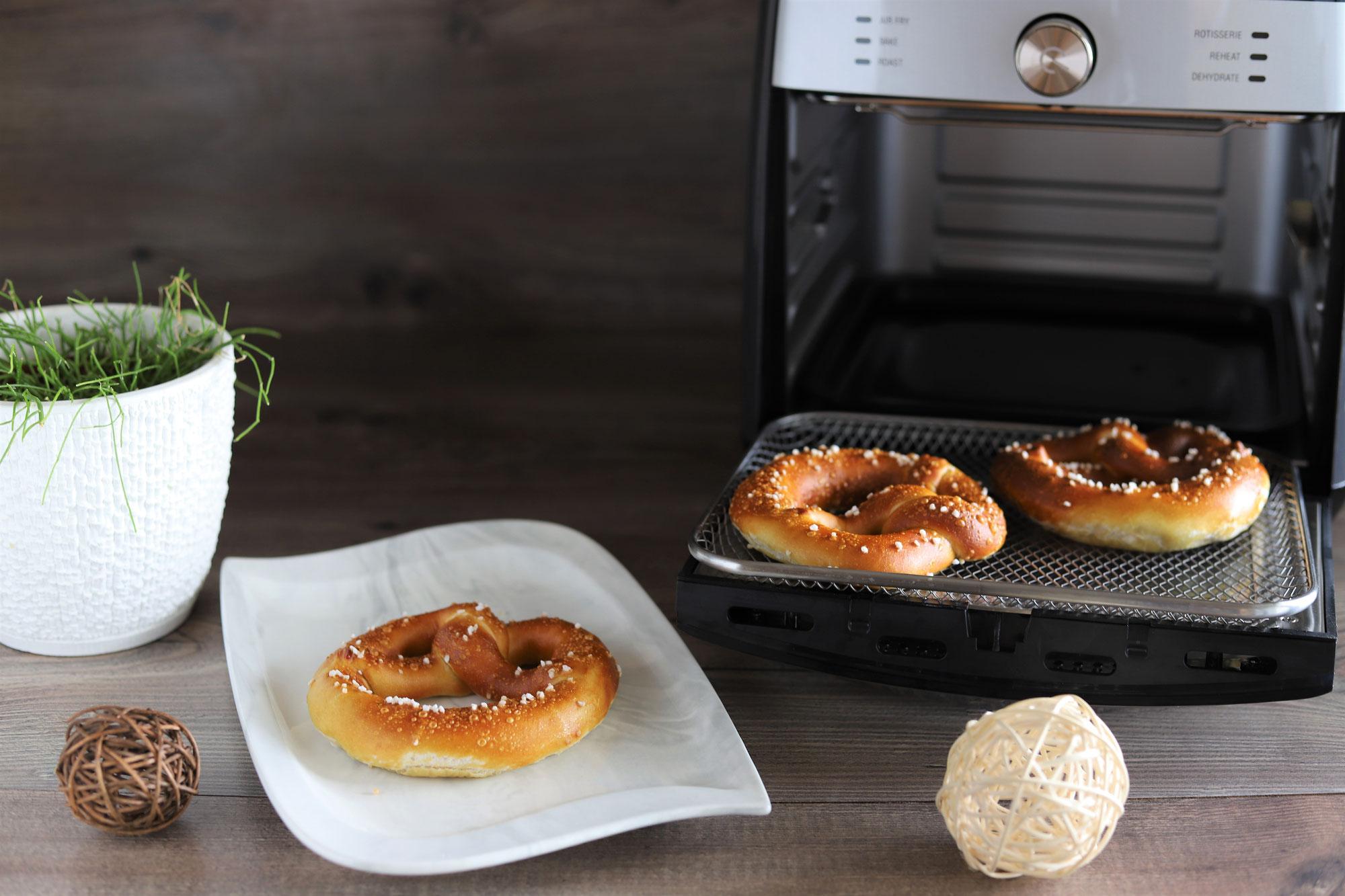 Brezen aufbacken im Deluxe Air Fryer von Pampered Chef®