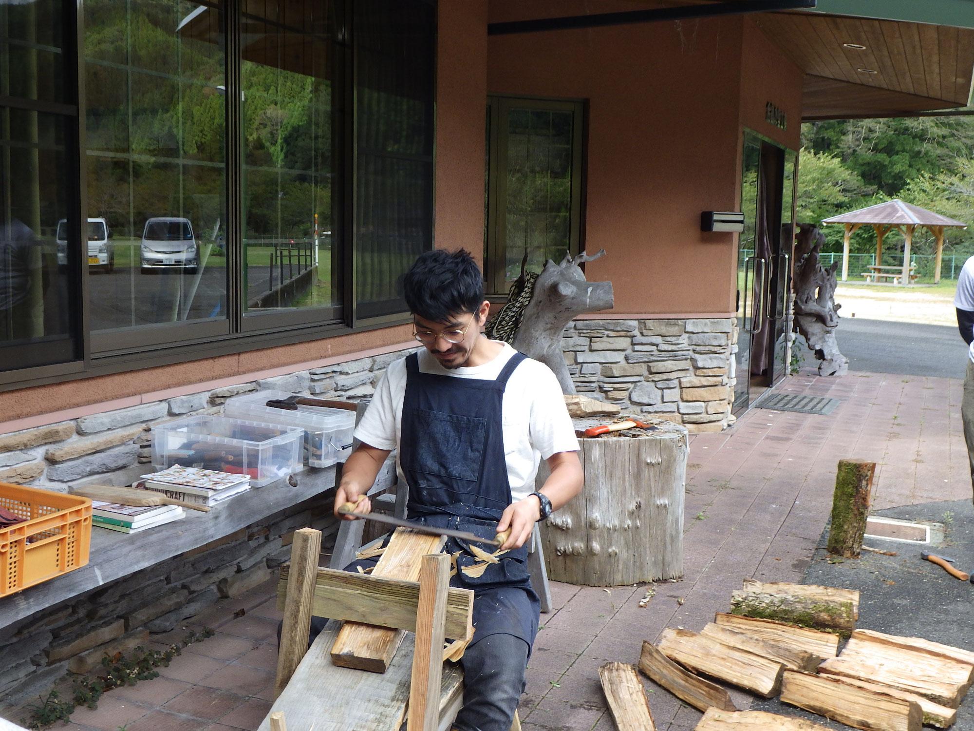 週末森びと養成講座/「グリーンウッドワーク編/削り馬とドローナイフを使って、木べら&カッティングボード作り」