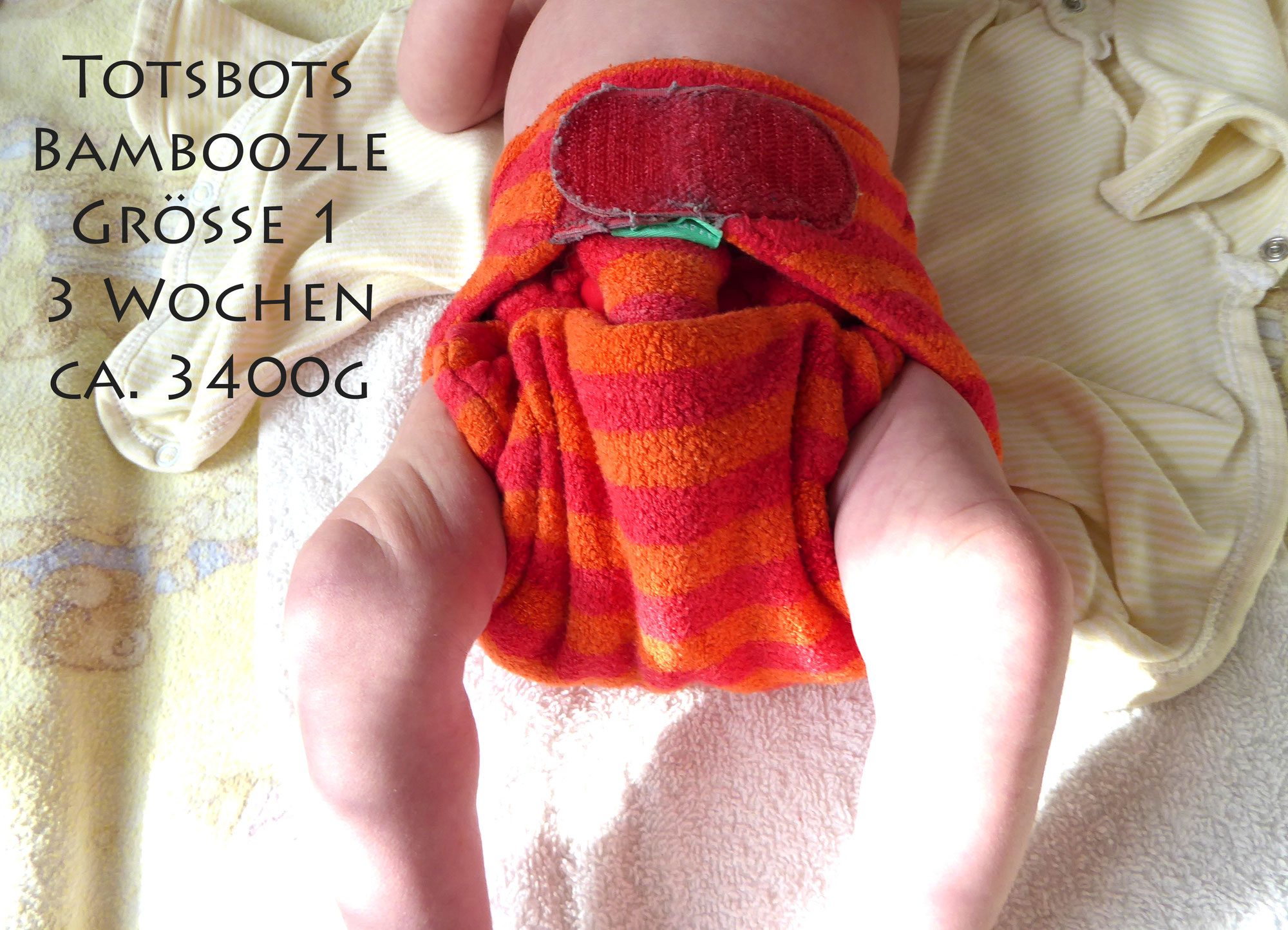 Einzelne Newbornwindeln am Baby