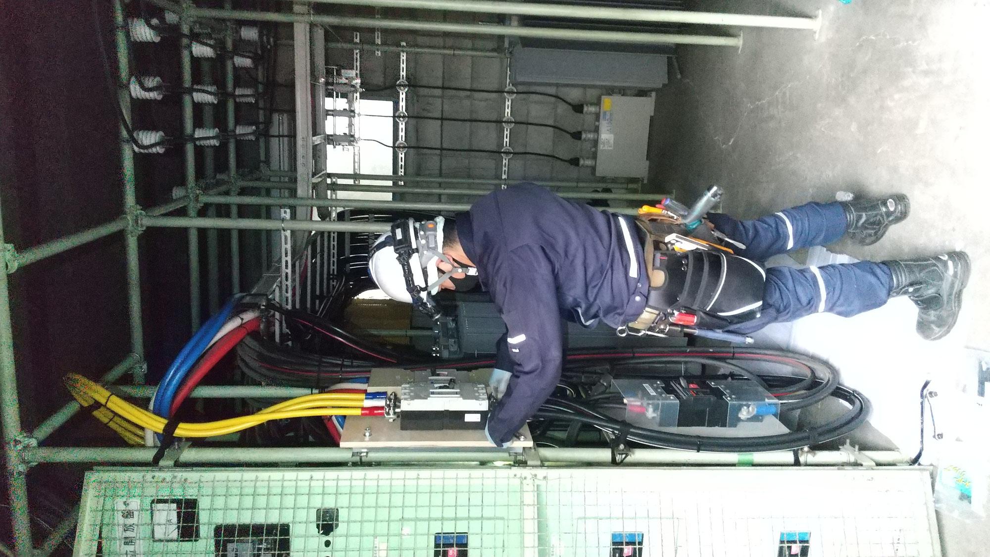 電気室にてブレーカ増設