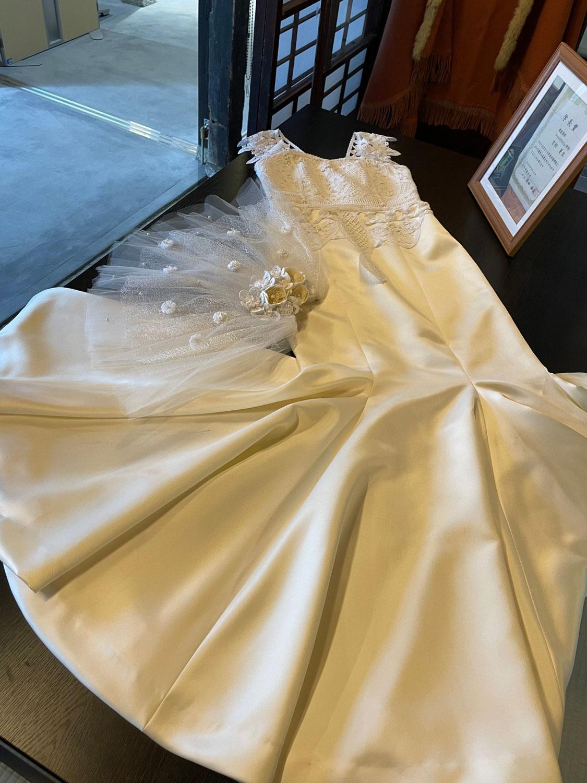 バテンレースのドレス