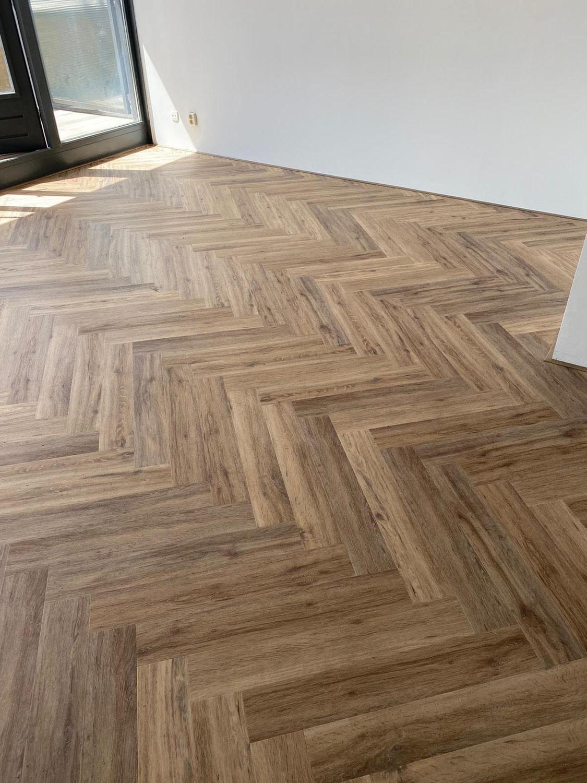 110 m² Trendy Visgraat Kaneel i.c.m. vloerverwarming te Schiedam