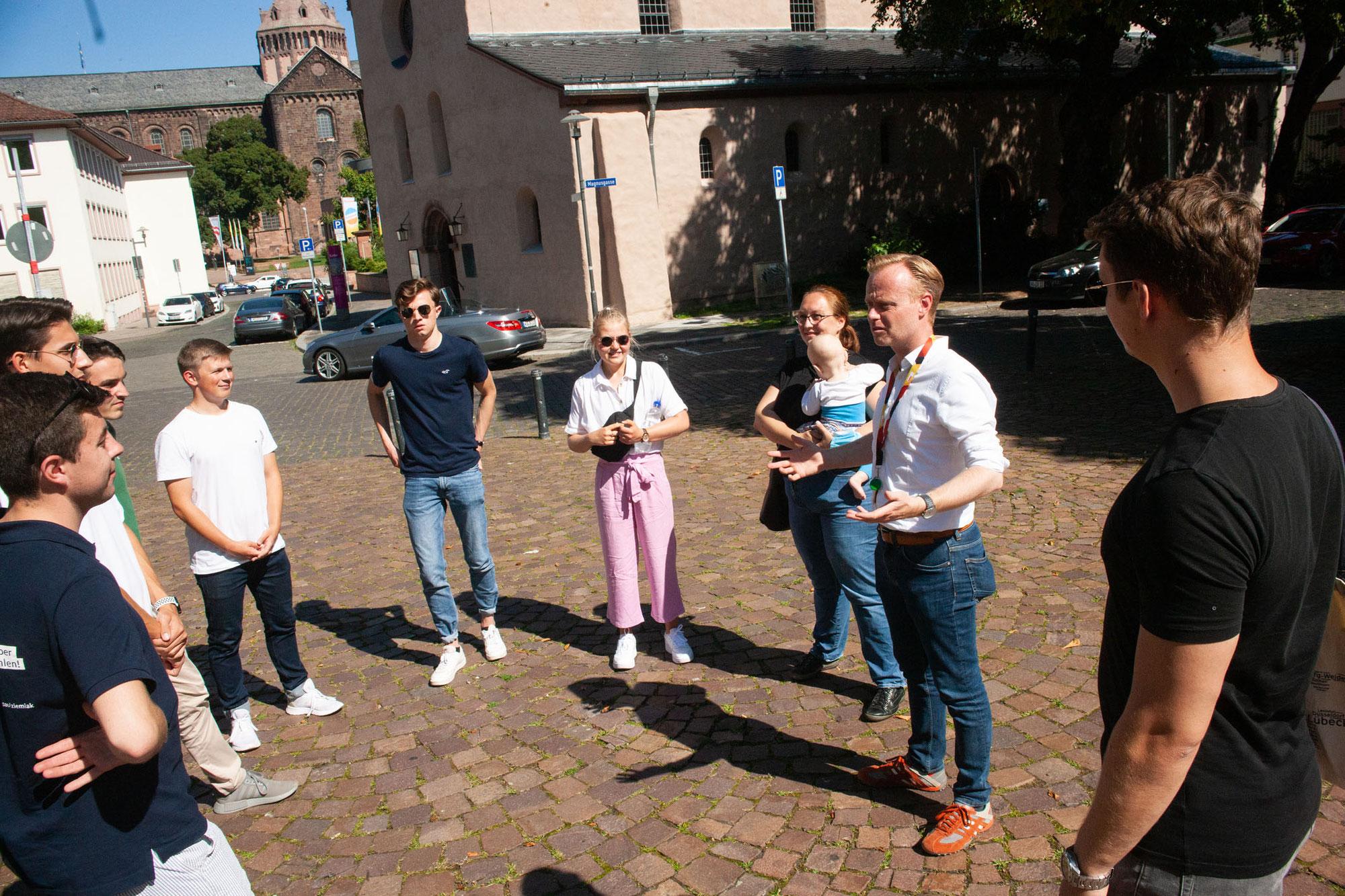 MdB Jan Metzler freut sich über Connect-Gruppe für Wahlkampf-Endspurt - Motiviert bis in die Haarspitzen!