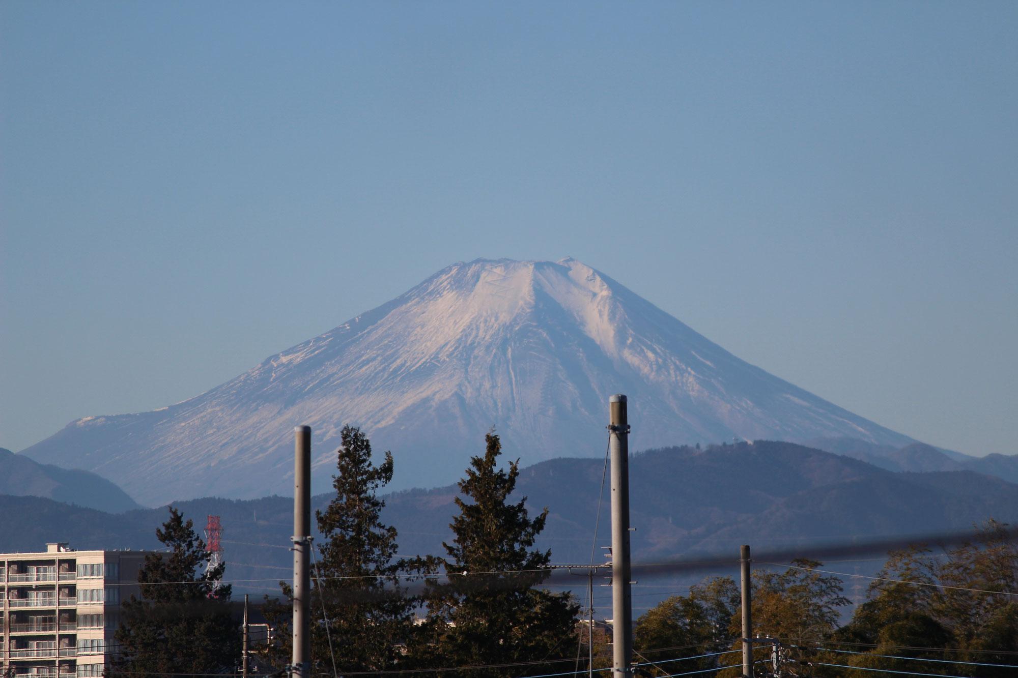 富士山の雪が少ない。