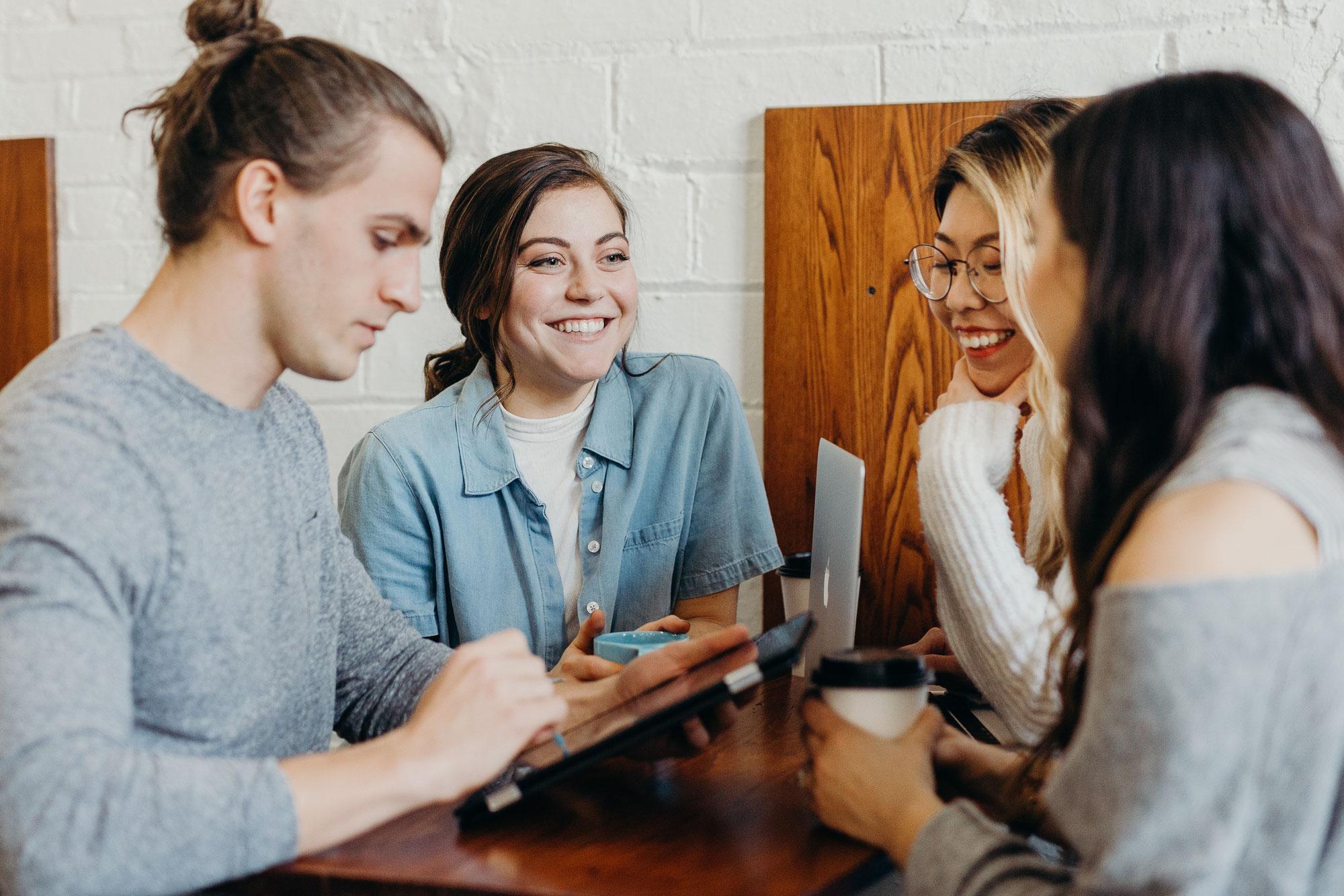 Studierende und Schüler*innen: Warum gerade diese Zielgruppe von der Berufsunfähigkeits-Versicherung profitiert