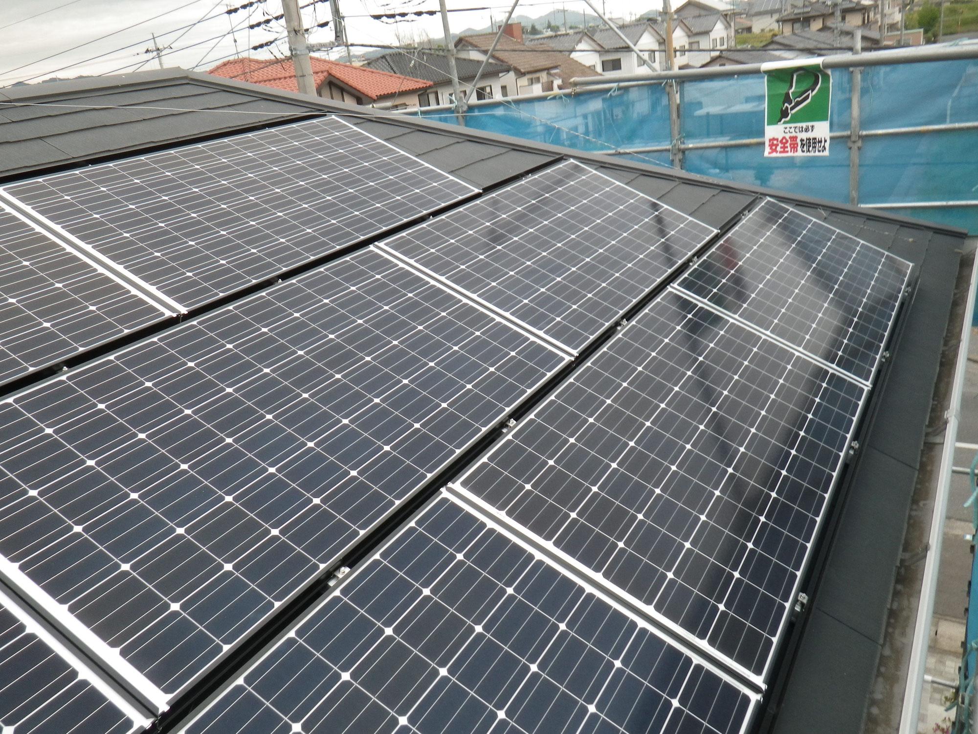 薄型スレート屋根への太陽光発電システム設置工事を行いました。in日光市