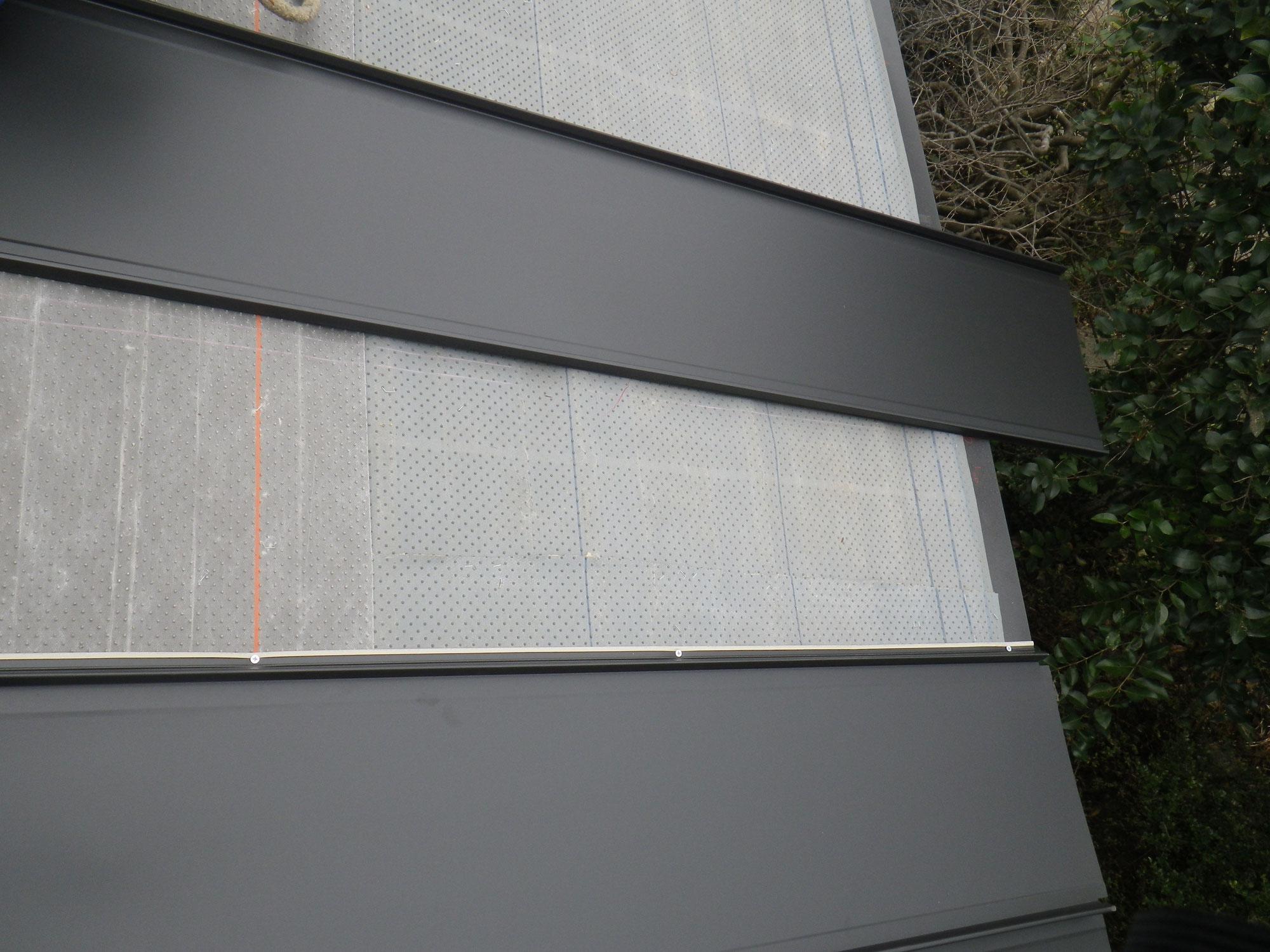 さくら市で嵌合式立平葺き板金への葺き替え工事を行いました