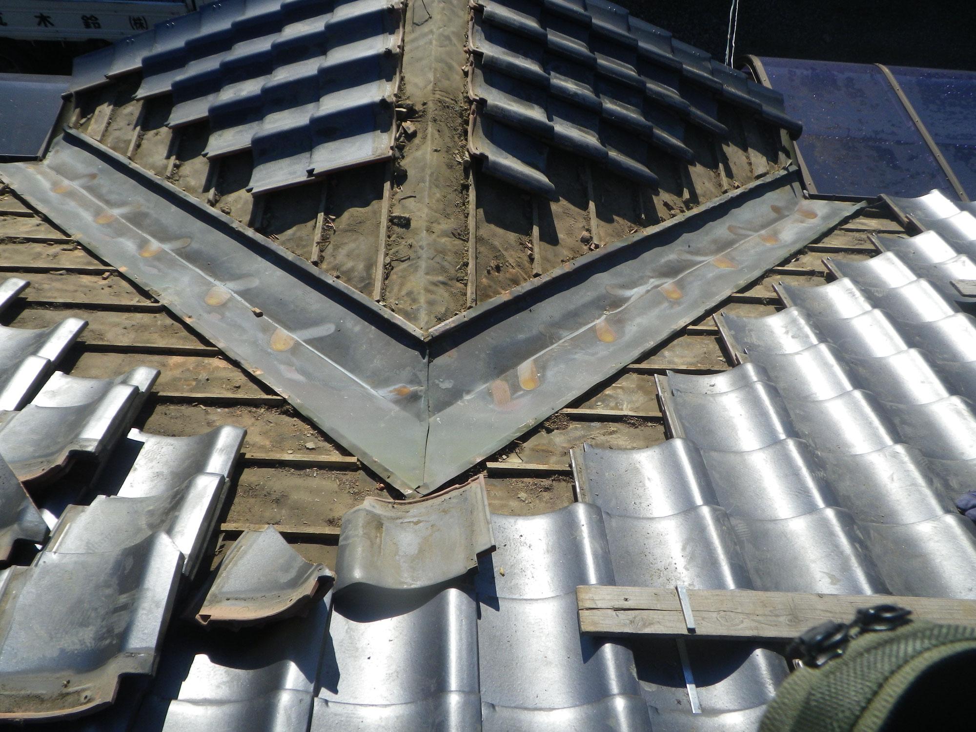 瓦屋根の谷板金からの漏水修理工事風景をご紹介します!in矢板市