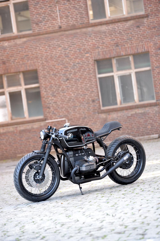 """New Bike: SCHIZZO® Cafe Racer in """"phantom-black""""!"""