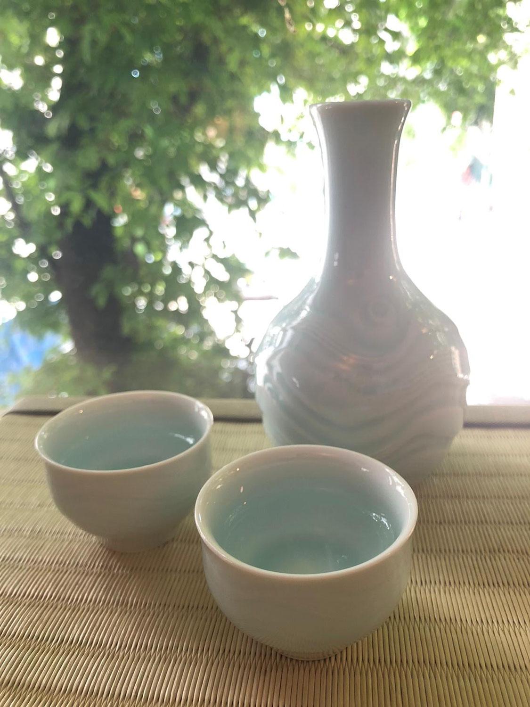 """【又有新到嘅 #快山窯 青白磁 蓋碗嘞!!! 】 New """"Kaizan"""" tea ware arrived!! 新到一批來自 岐阜  #快山窯 的 白磁/青白磁 茶具啊~ 去年 #快山窯 推出鑽研經年的 #中式蓋碗,頗受好評。除了造型簡單美觀,手感順,其杯型頗能泡出茶的香味。 剛剛又收到了幾款新造好的  快山窯 的"""